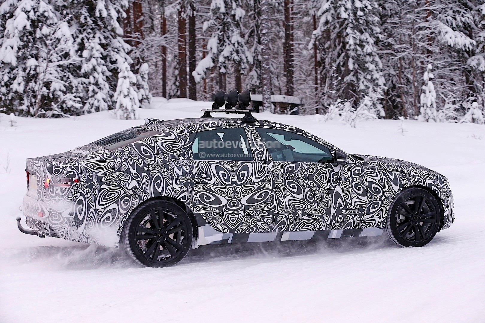 2016 - [Jaguar] XF II [X260] - Page 2 Next-jaguar-xf-spied-testing-in-the-snow-interior-sneak-peek-photo-gallery_7