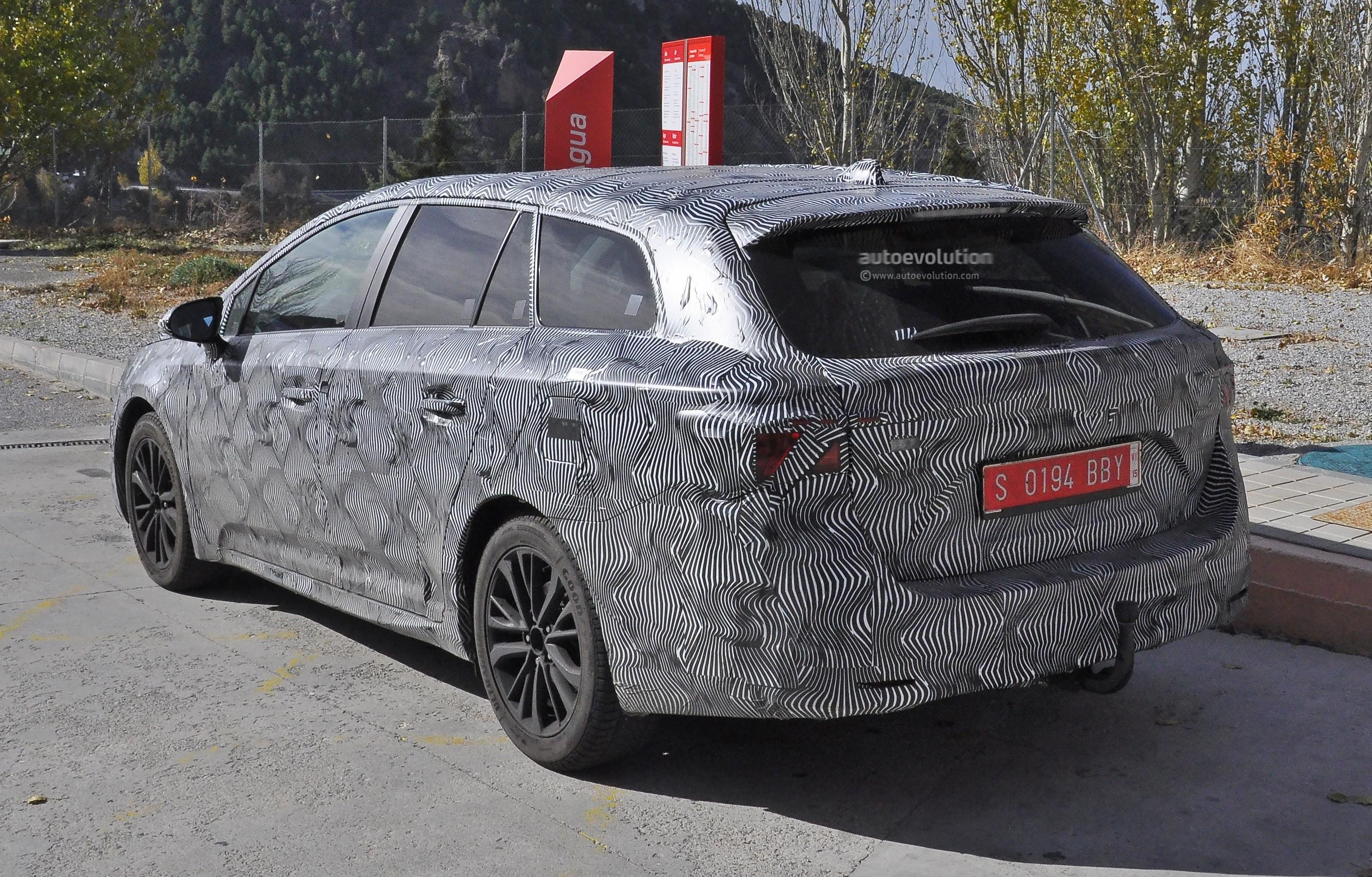 Next Toyota Avensis Wagon Tourer Spied Again Autoevolution