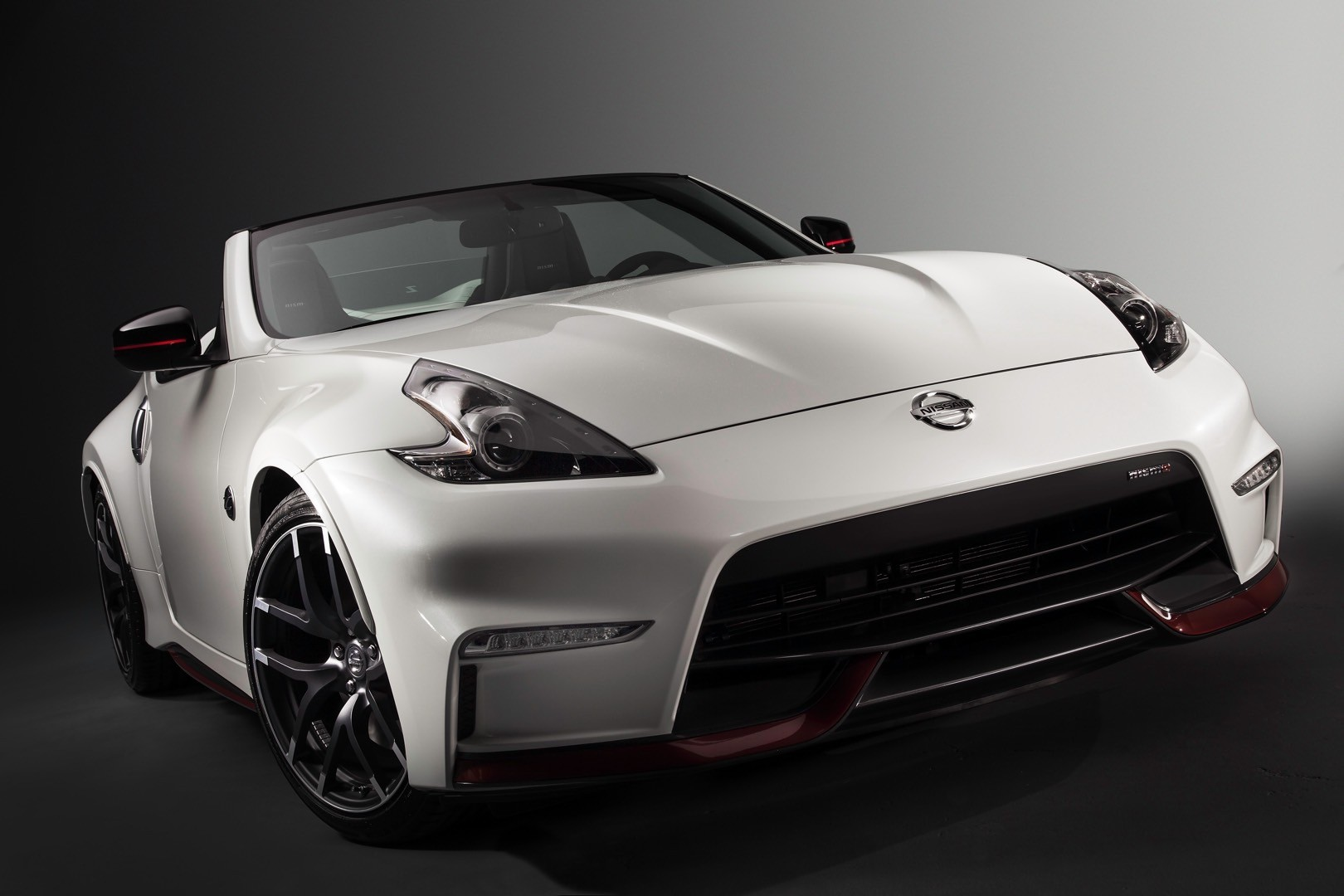 nissan 370z nismo roadster concept launched at 2015. Black Bedroom Furniture Sets. Home Design Ideas