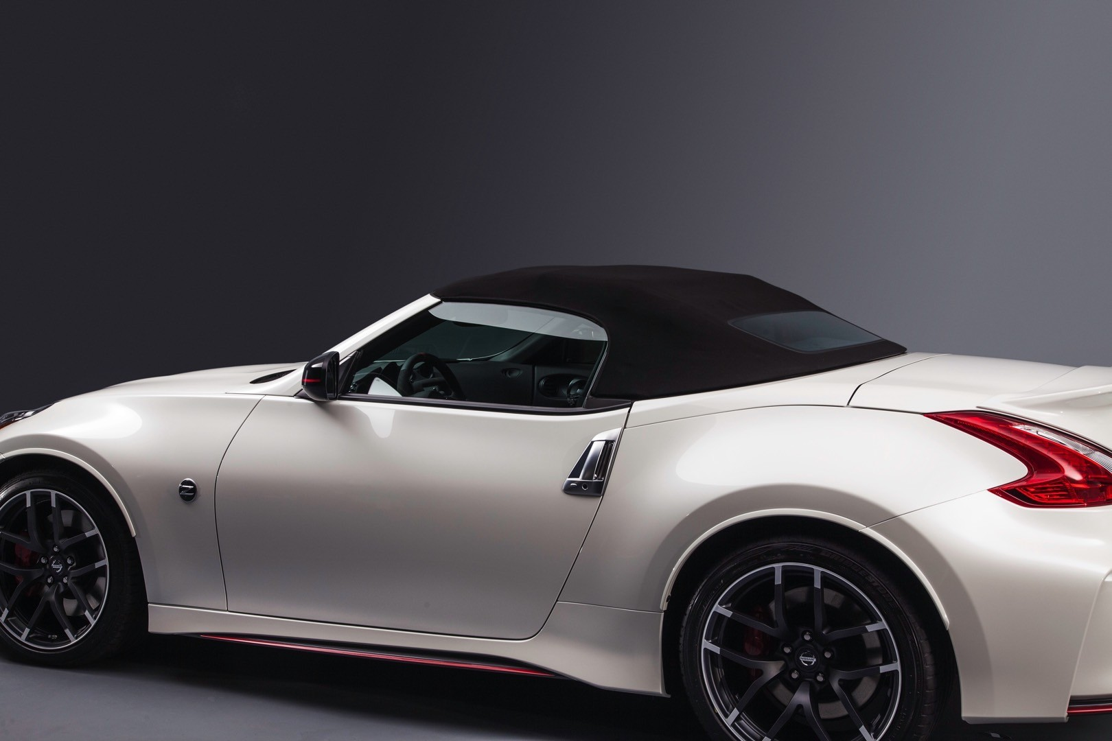 nissan 370z nismo roadster concept launched at 2015 chicago auto show autoevolution. Black Bedroom Furniture Sets. Home Design Ideas