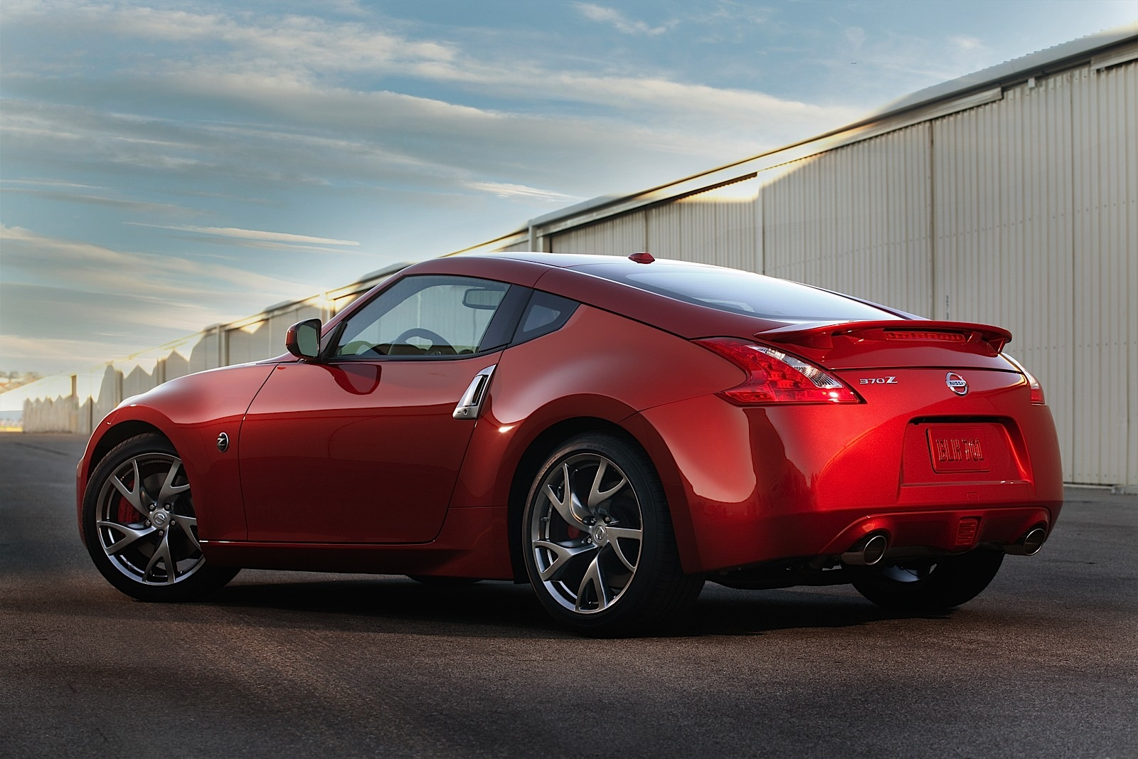 nissan 370z updated for 2013 model year autoevolution. Black Bedroom Furniture Sets. Home Design Ideas