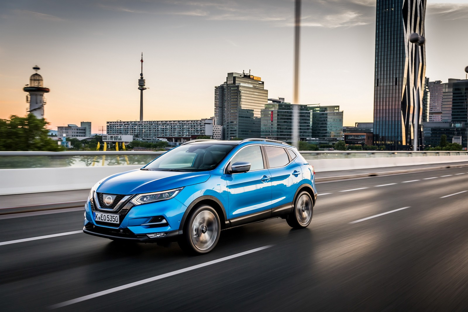 2017 nissan qashqai facelift will go on sale in europe in. Black Bedroom Furniture Sets. Home Design Ideas