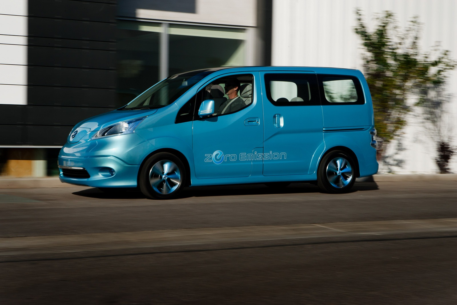 Nissan E Nv Electric Van Concept Unveiled Detroit Photo Gallery Video