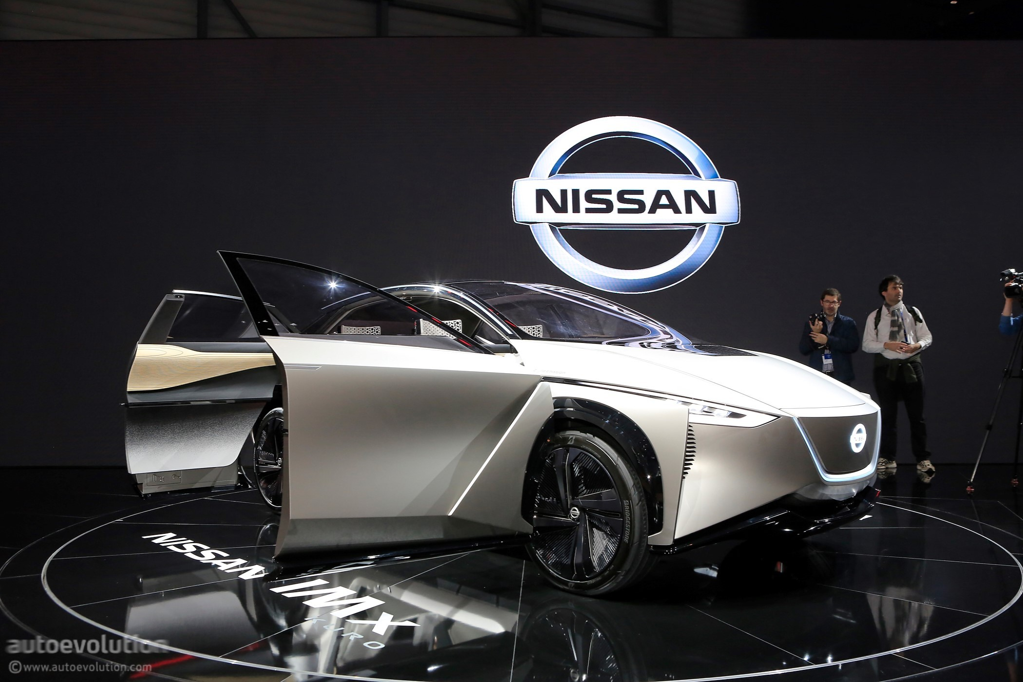 Nissan's Geneva-bound IMx Kuro Concept Looks At The ...
