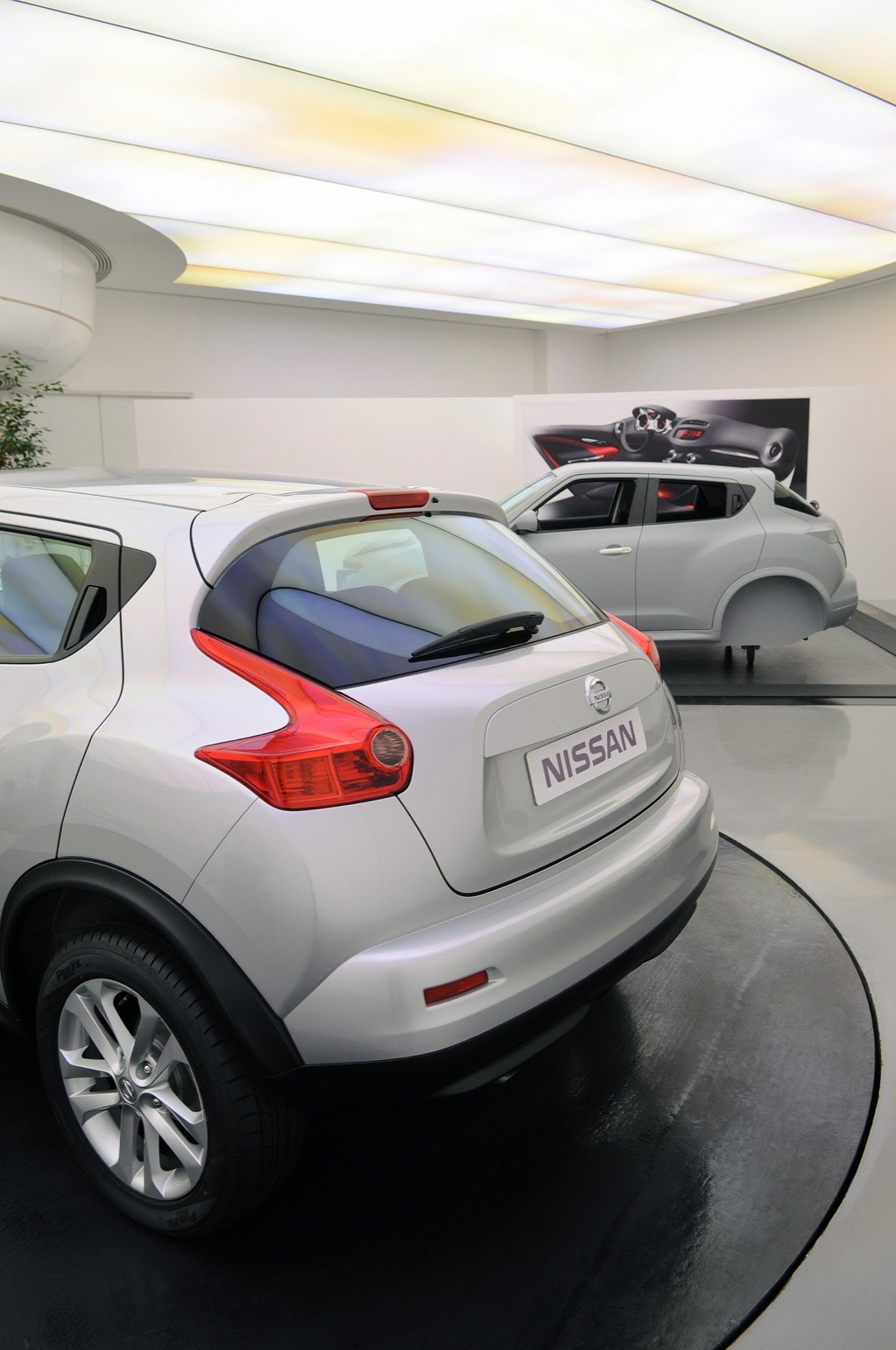 nissan juke crossover breaks cover autoevolution. Black Bedroom Furniture Sets. Home Design Ideas