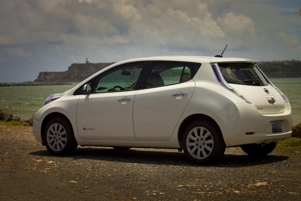 nissan leaf hits the road in puerto rico photo gallery autoevolution. Black Bedroom Furniture Sets. Home Design Ideas