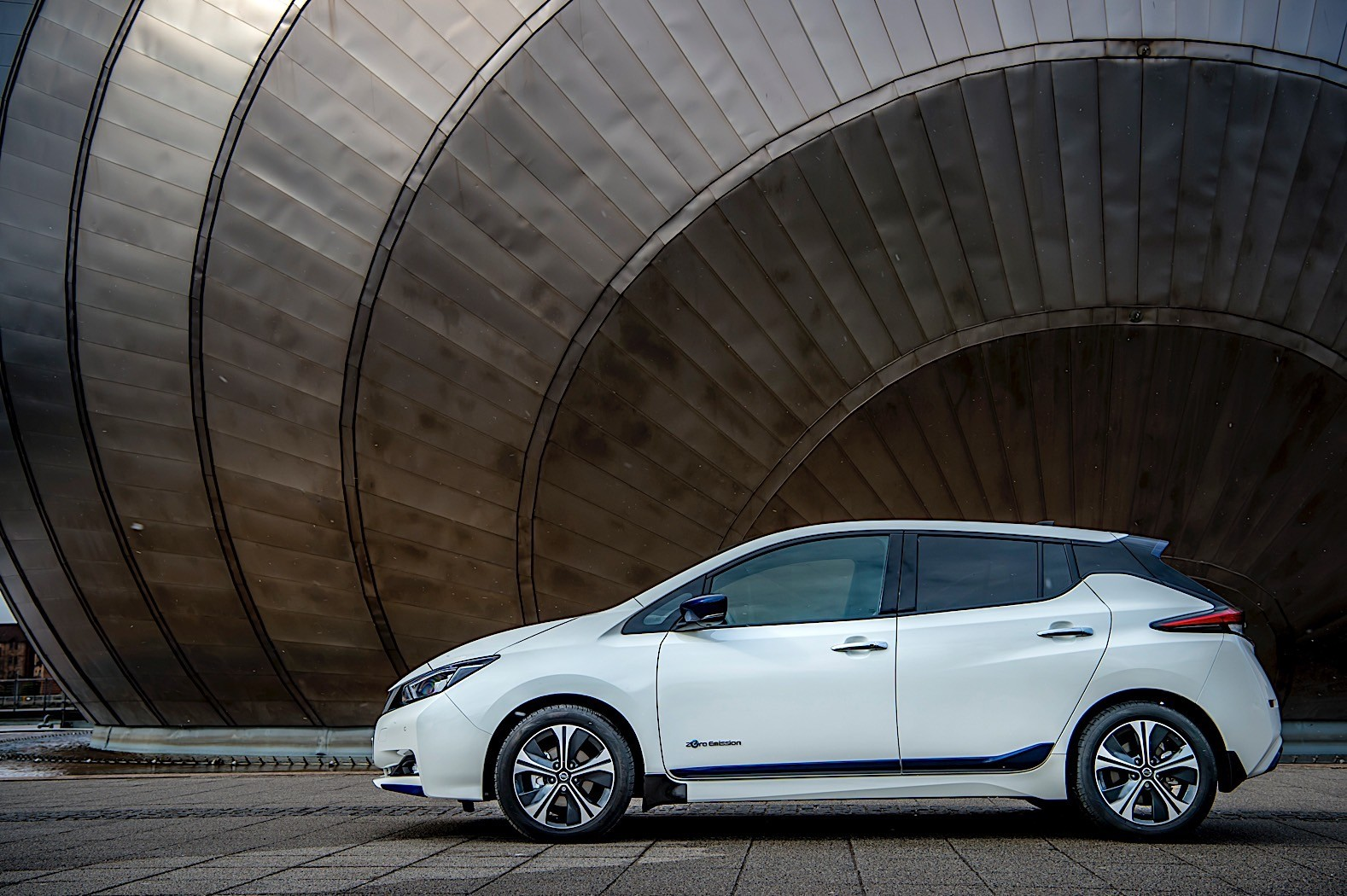 japanese city lights to be powered by nissan leaf batteries