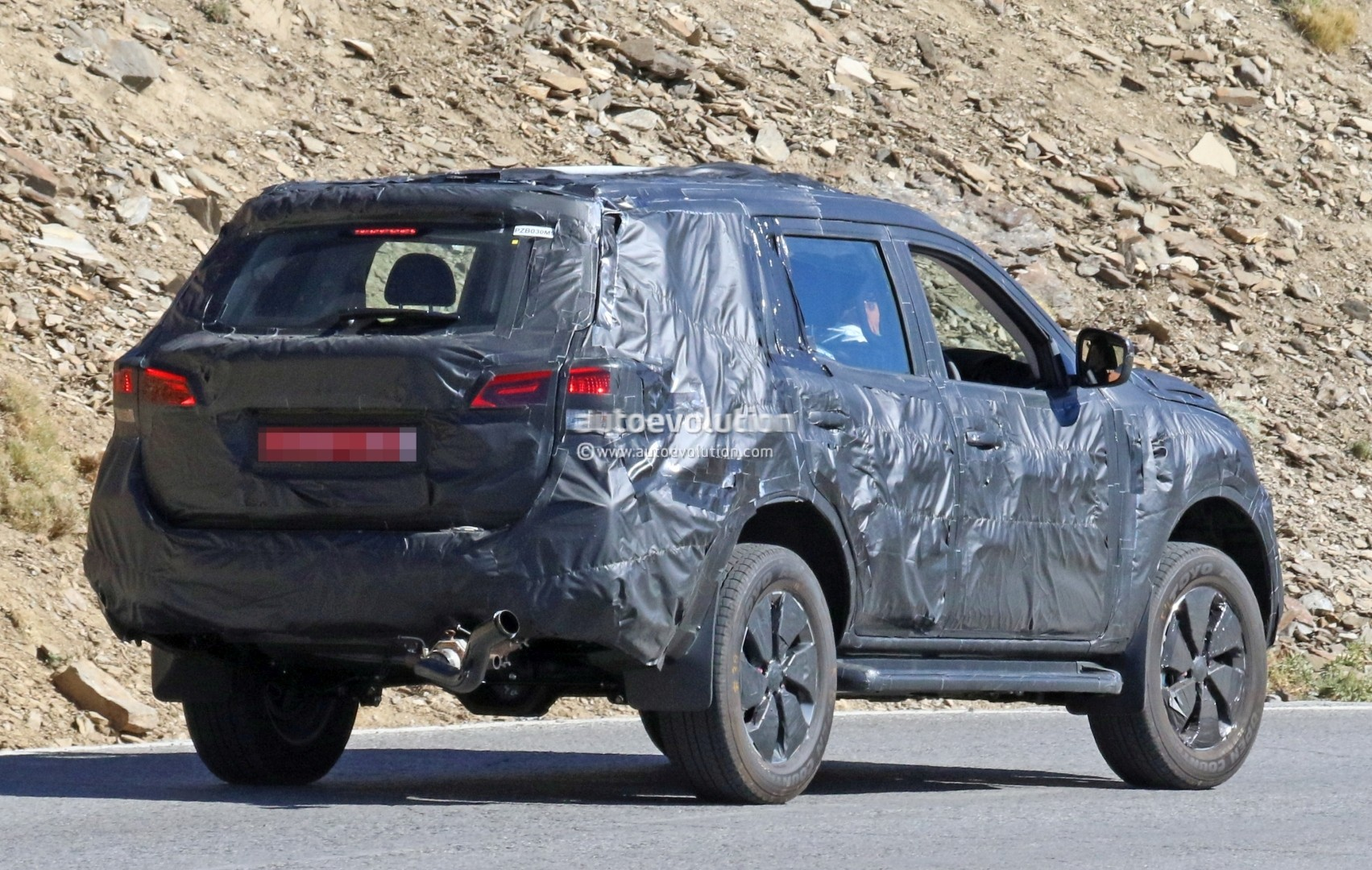nissan navara suv spotted testing with production body. Black Bedroom Furniture Sets. Home Design Ideas
