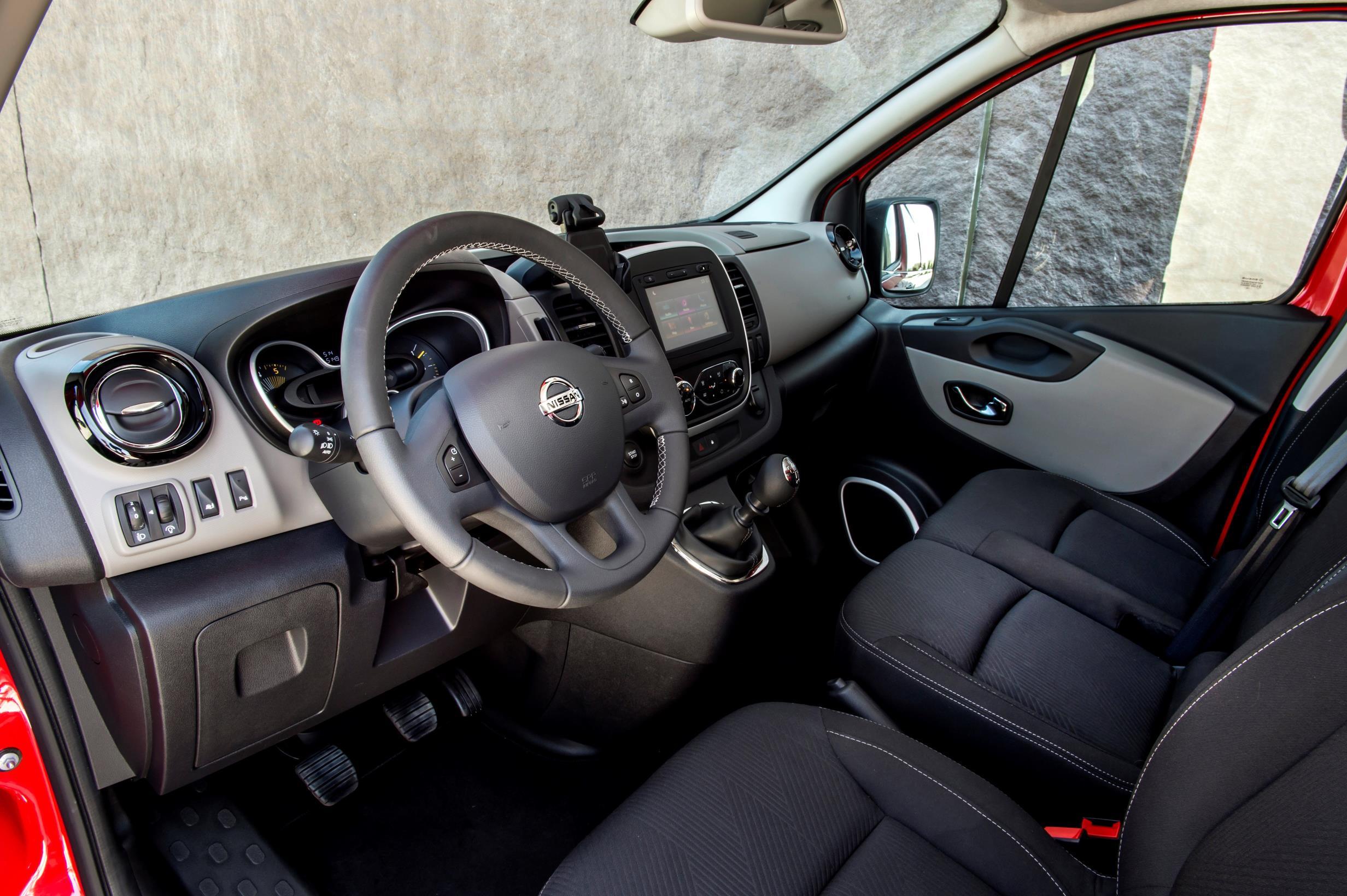 nv300 nissan van primastar combi replaces autoevolution commercialvehicle arrives dealerships introduces range