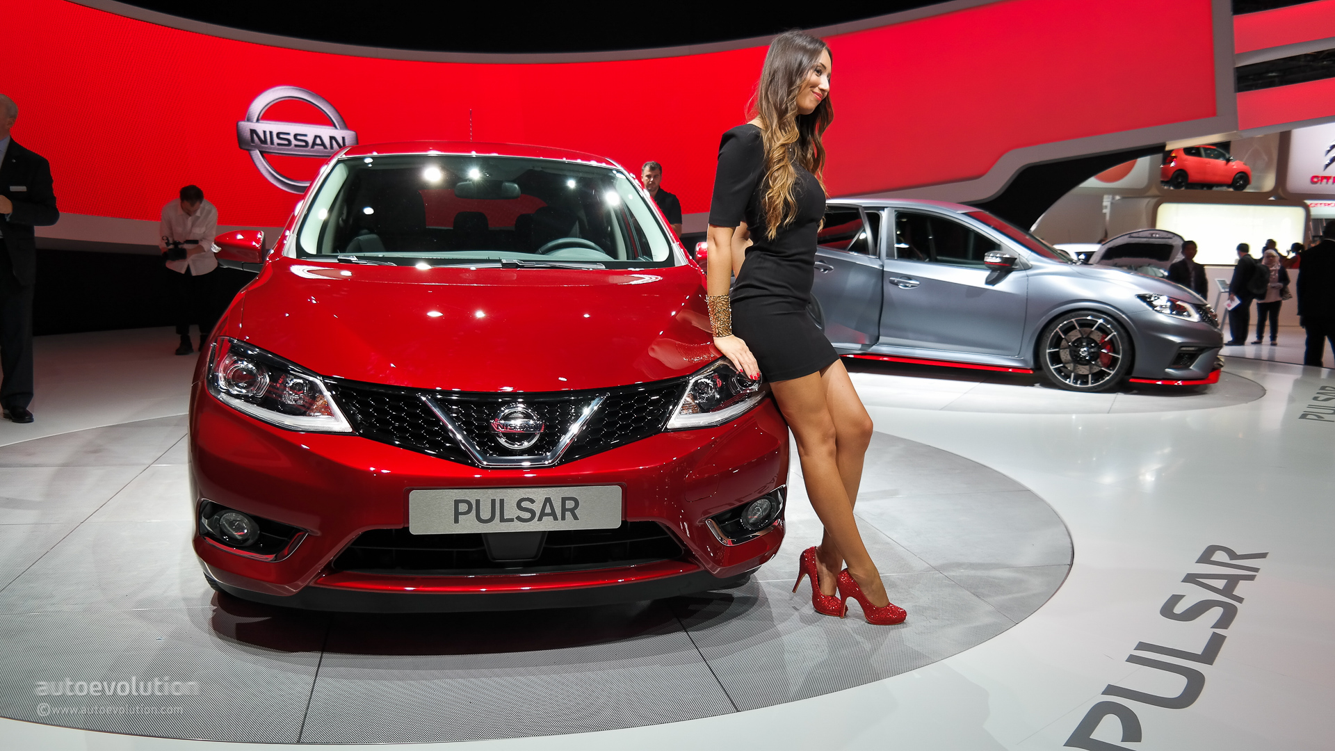 nissan pulsar completes the company s line up at paris. Black Bedroom Furniture Sets. Home Design Ideas