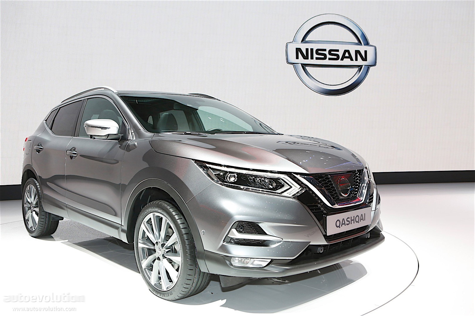 nissan qashqai facelift bows in geneva for its tenth. Black Bedroom Furniture Sets. Home Design Ideas