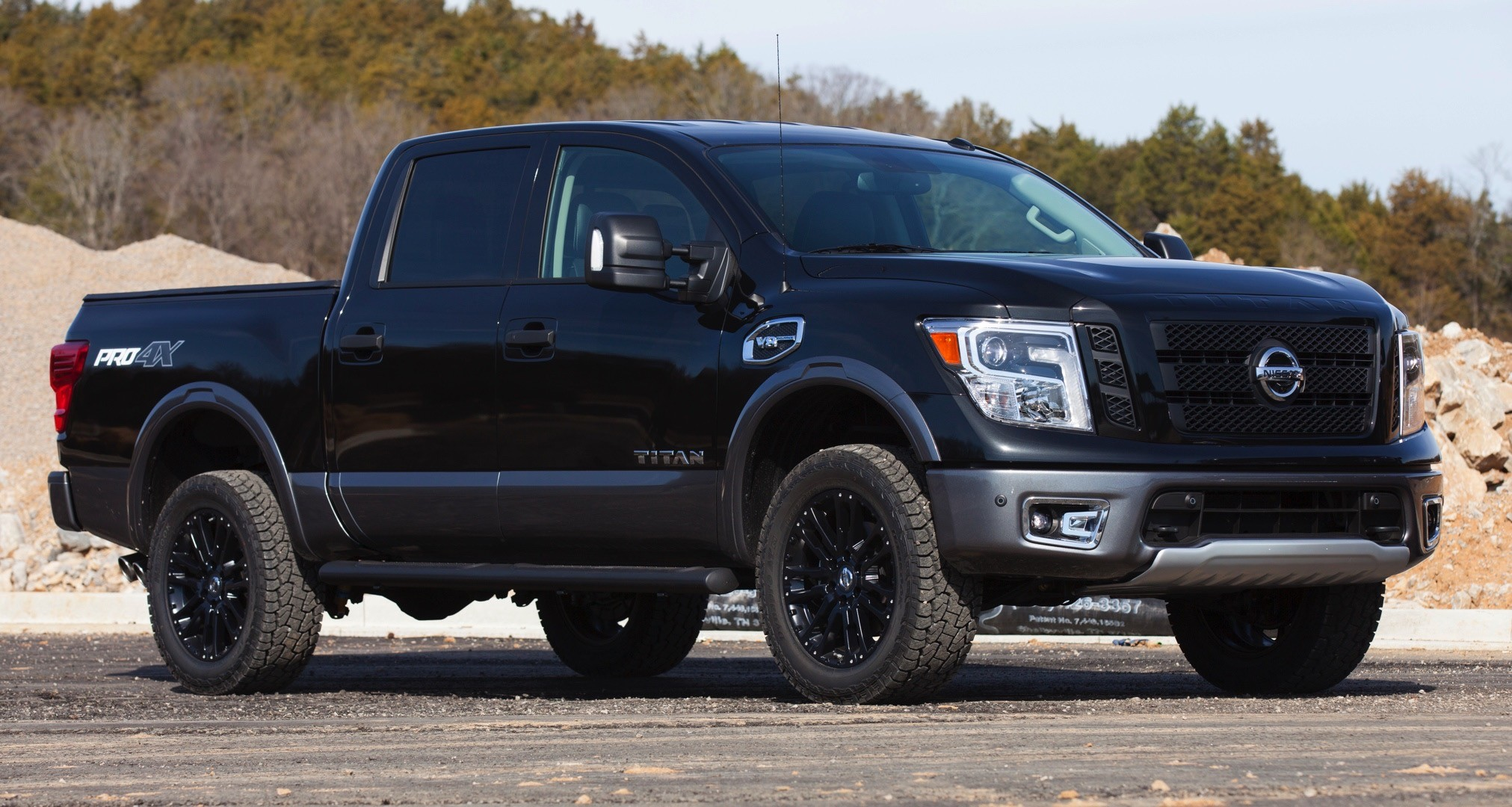 nissan showcases titan pro 4x and titan xd with off road options autoevolution. Black Bedroom Furniture Sets. Home Design Ideas