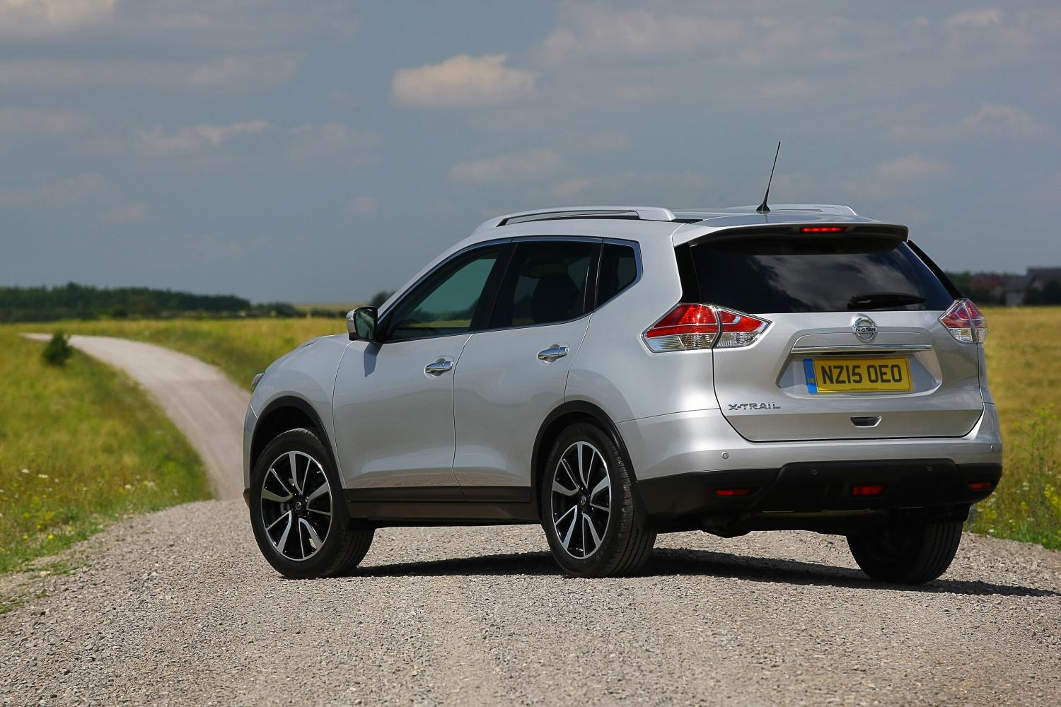 nissan x trail gets 1 6 liter dig t turbo engine with 163 hp price cut in britain autoevolution. Black Bedroom Furniture Sets. Home Design Ideas
