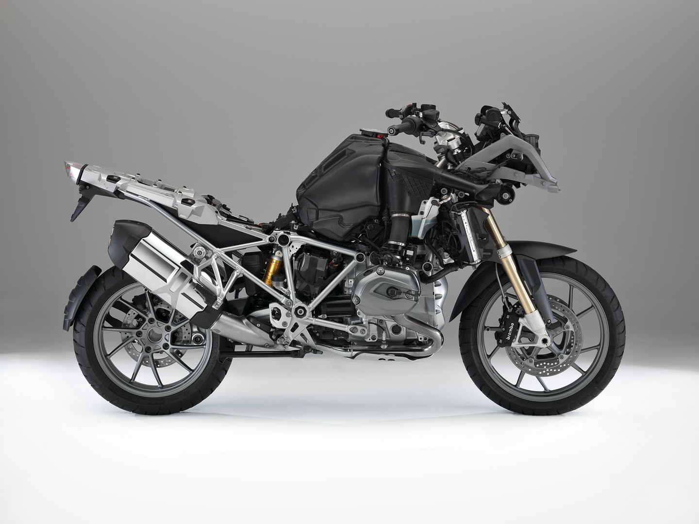 no 2013 bmw r1200gs deliveries the telelever is screwed up autoevolution. Black Bedroom Furniture Sets. Home Design Ideas