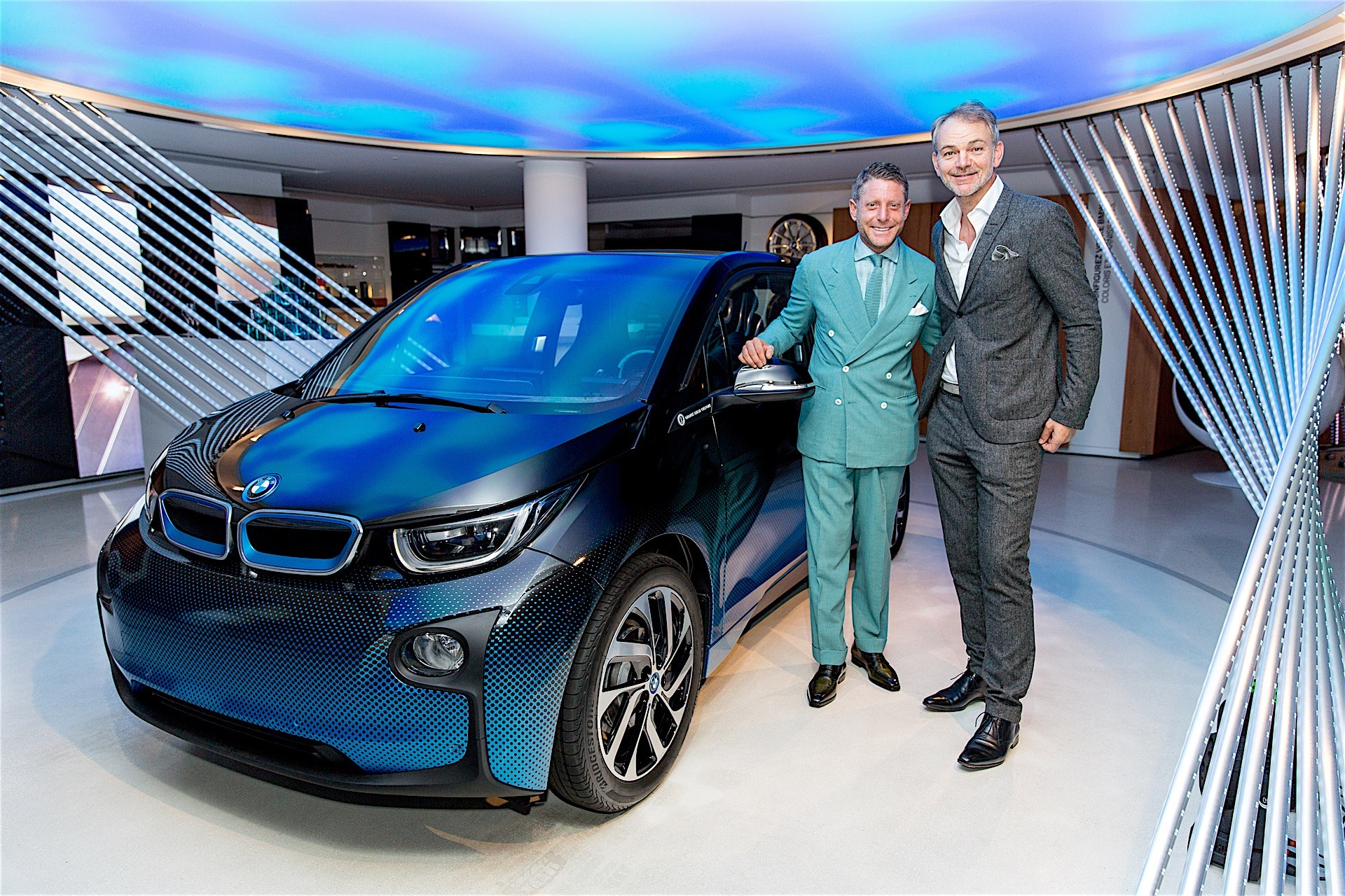 Nobody can tell what bmw 39 s stance on electric vehicles is for Garage fiat paris 17