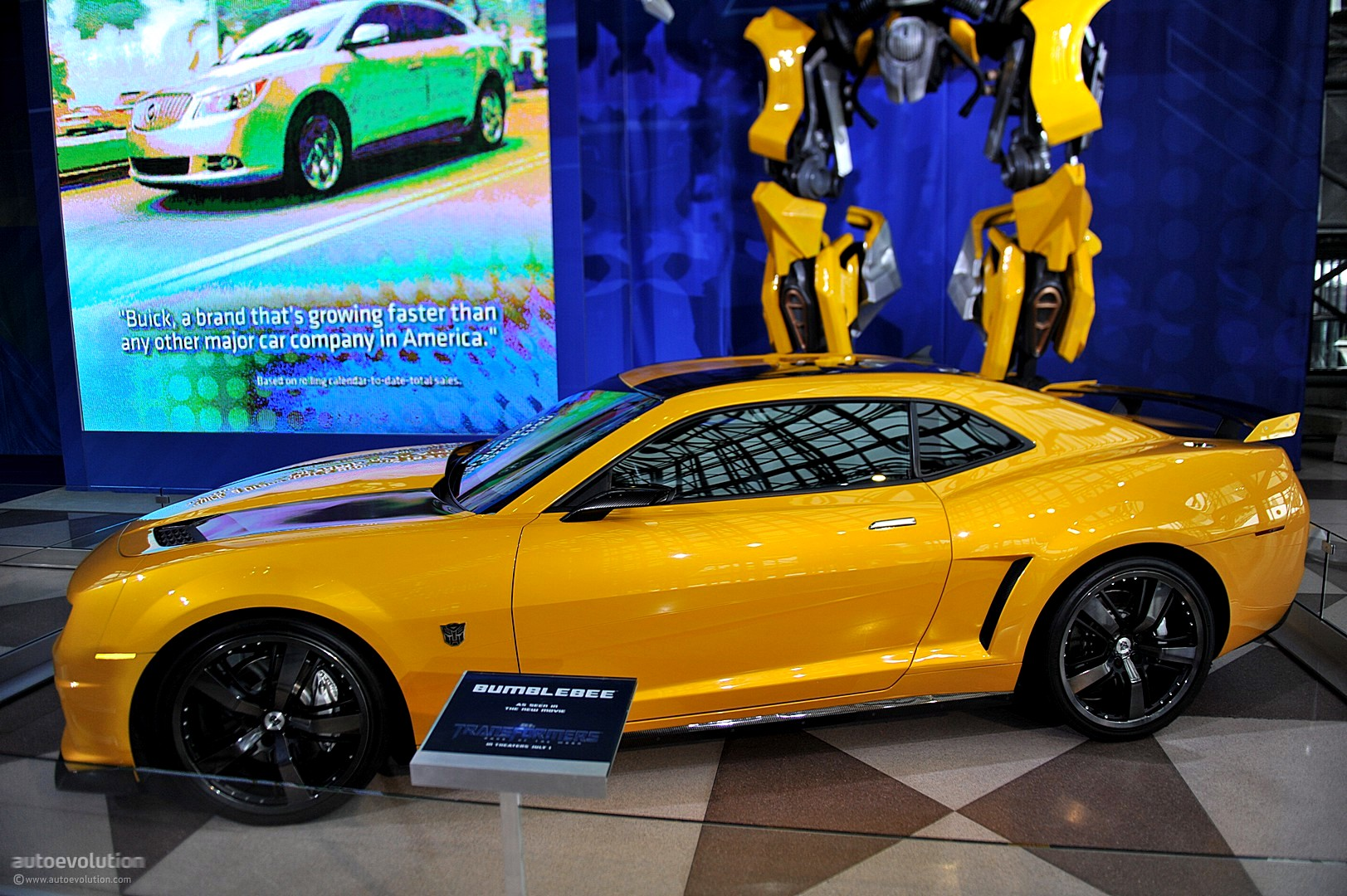 Nyias 2011 Camaro Bumblebee As Seen In Transformers 3 Live Photos Autoevolution