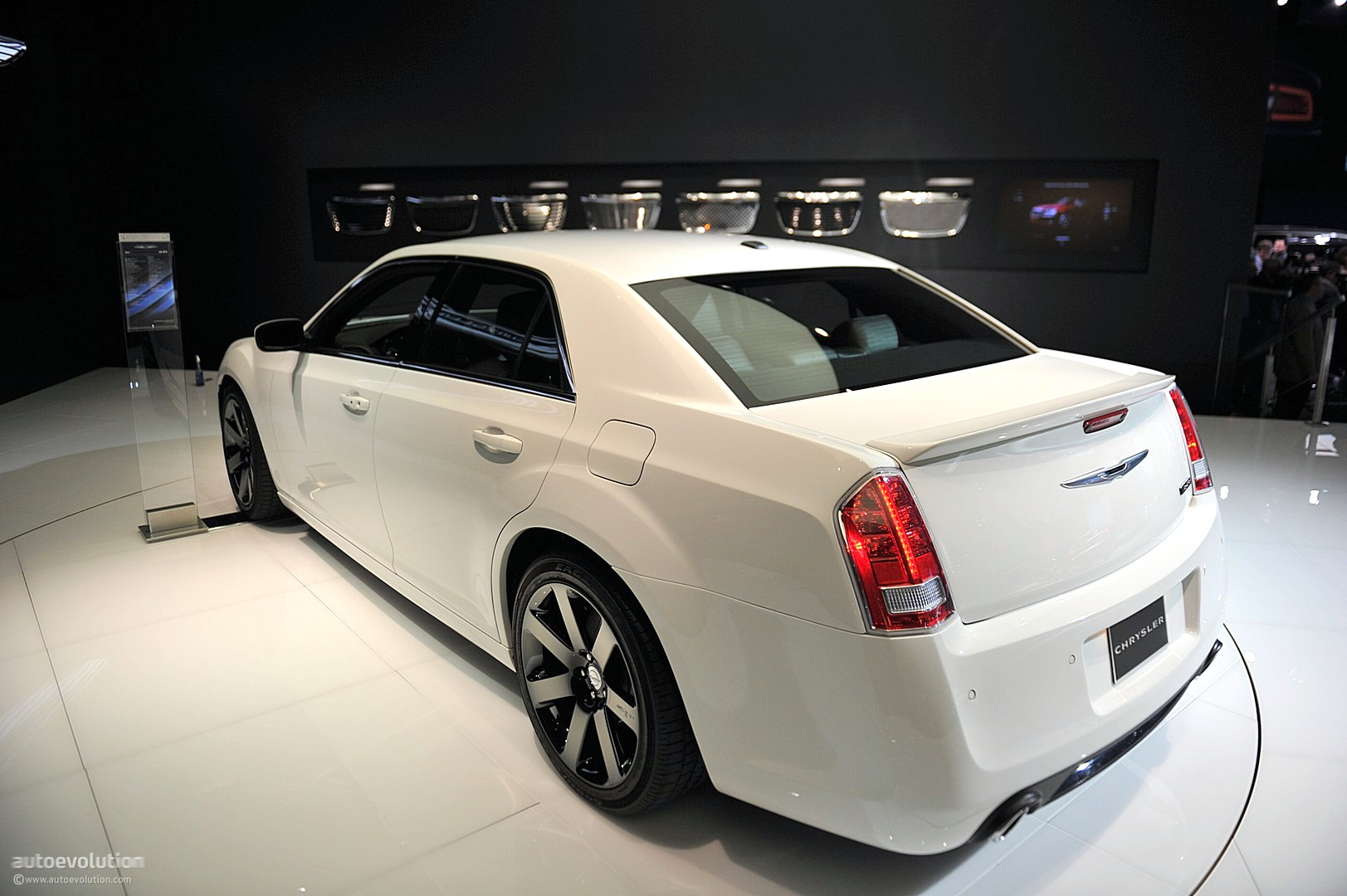 2015 chrysler 300 srt8 autos post. Black Bedroom Furniture Sets. Home Design Ideas