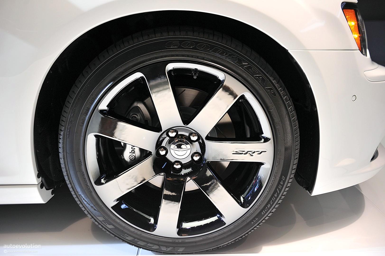 NYIAS 2011: Chrysler 300 SRT8 [Live Photos] - autoevolution