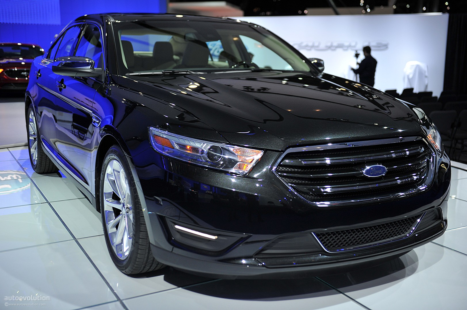nyias 2011 ford taurus and taurus sho live photos. Black Bedroom Furniture Sets. Home Design Ideas