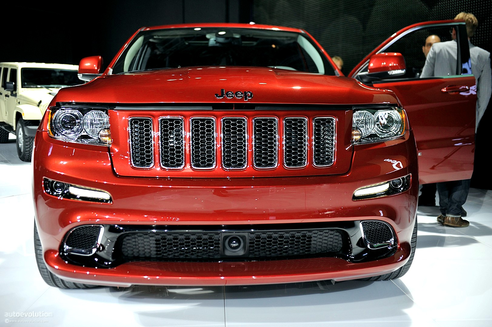 NYIAS 2011 Jeep Grand Cherokee SRT8 Live Photos  autoevolution
