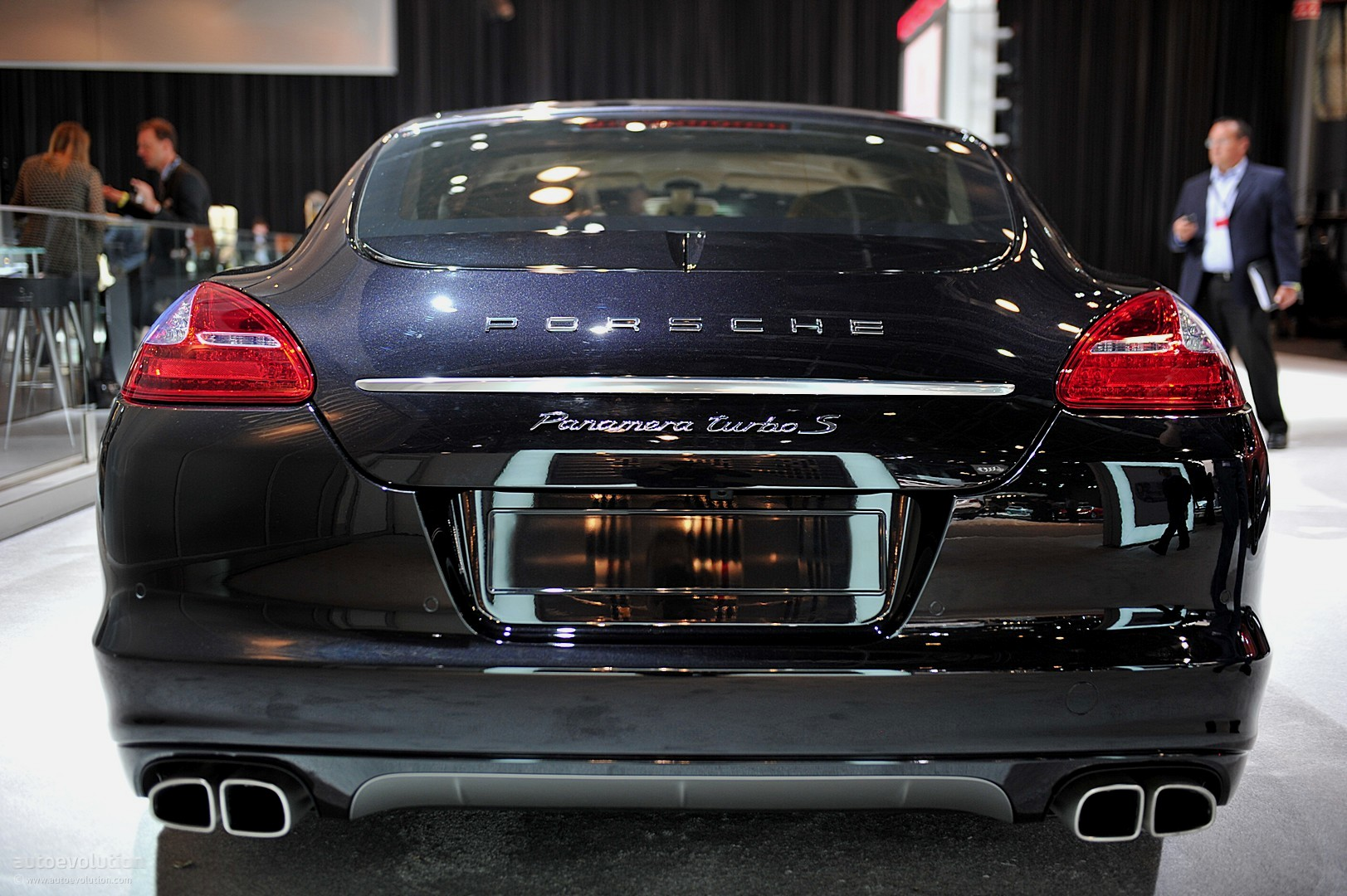 Nyias 2011 Porsche Panamera Turbo S Live Photos