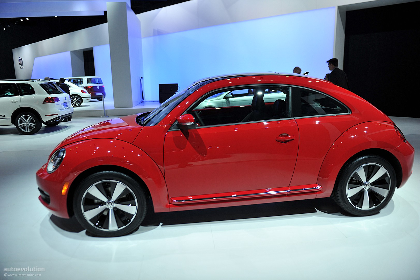 nyias 2011 volkswagen beetle live photos autoevolution. Black Bedroom Furniture Sets. Home Design Ideas