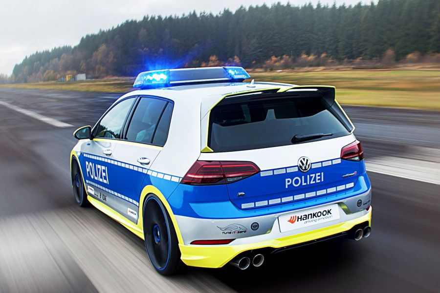 Oettinger VW Golf 400R Is a Nightmare Police Car - autoevolution on camper golf cart, dog golf cart, black and white golf cart, road golf cart, horse golf cart, chicken golf cart, submarine golf cart, butterfly golf cart, rocket golf cart, coupe golf cart, ambulance golf cart, turtle golf cart, sailboat golf cart, wheel golf cart, minivan golf cart, princess golf cart, elephant golf cart, hearse golf cart, school golf cart, security on a golf cart,