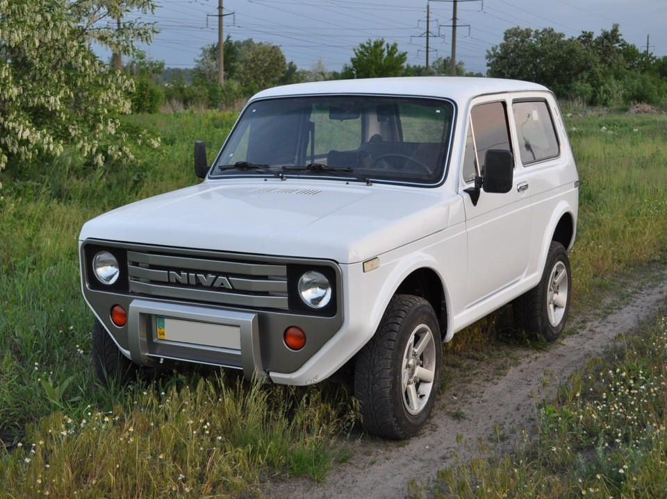 old lada niva with custom front and rear fascias looks like an awesome offroading unicorn. Black Bedroom Furniture Sets. Home Design Ideas