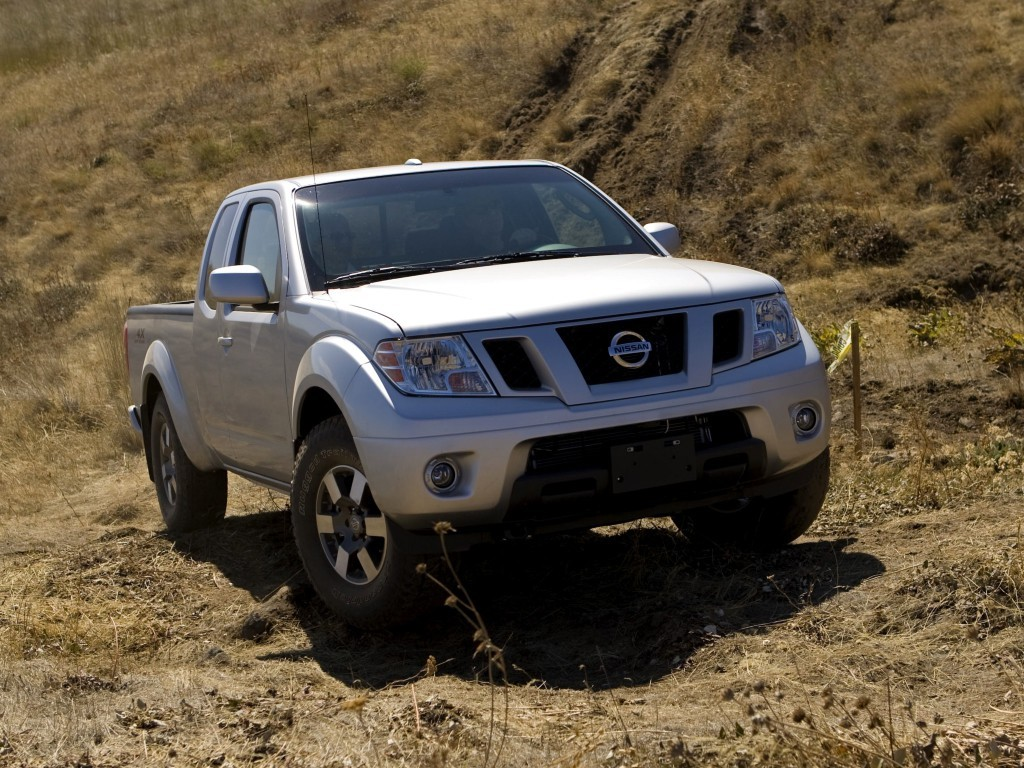 Old Nissan Frontier Soldiers On for 2017, At Least It's ...