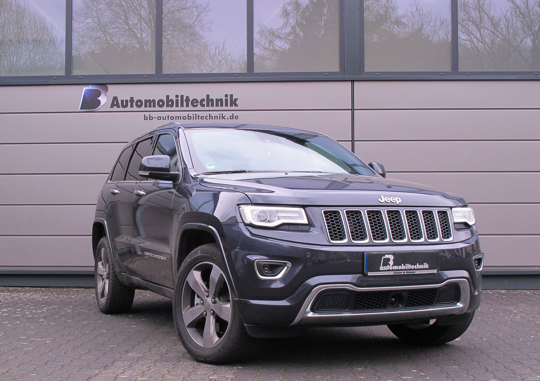 omg jeep grand cherokee diesel gets fake exhaust sound like audi sq5 tdi autoevolution. Black Bedroom Furniture Sets. Home Design Ideas