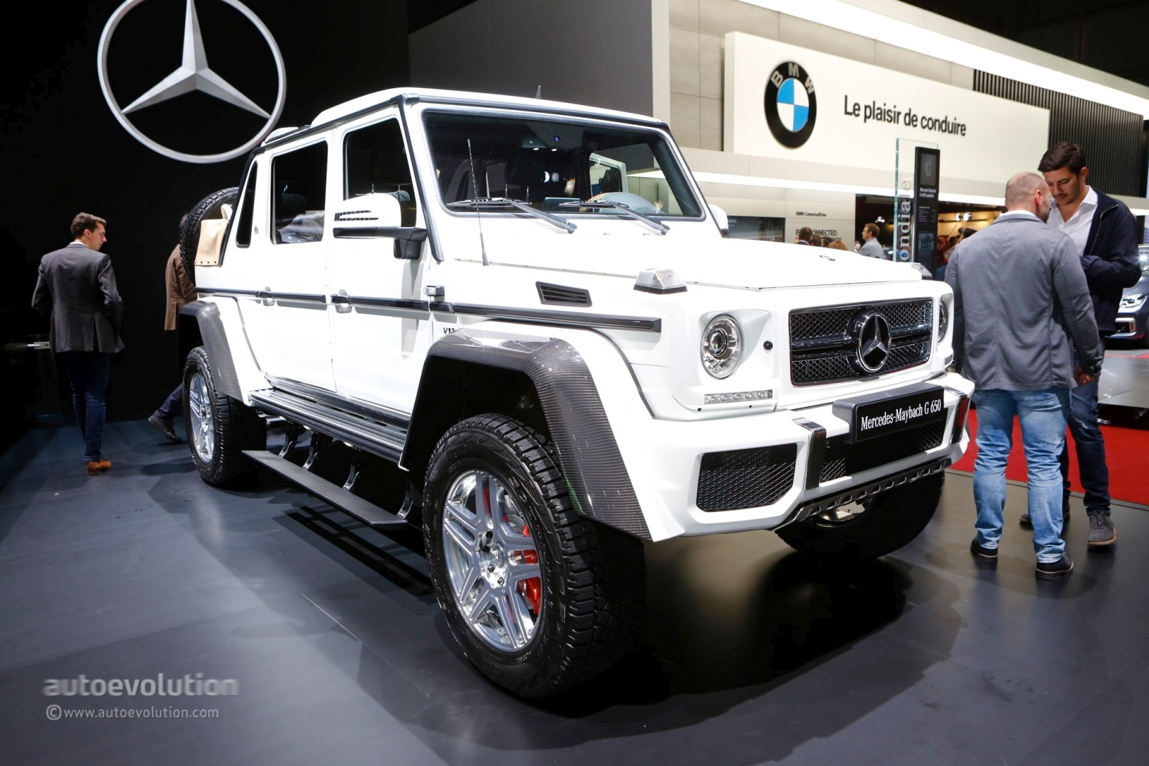 https://s1.cdn.autoevolution.com/images/news/gallery/one-example-of-the-2018-mercedes-maybach-g650-landaulet-is-heading-to-auction_7.jpg