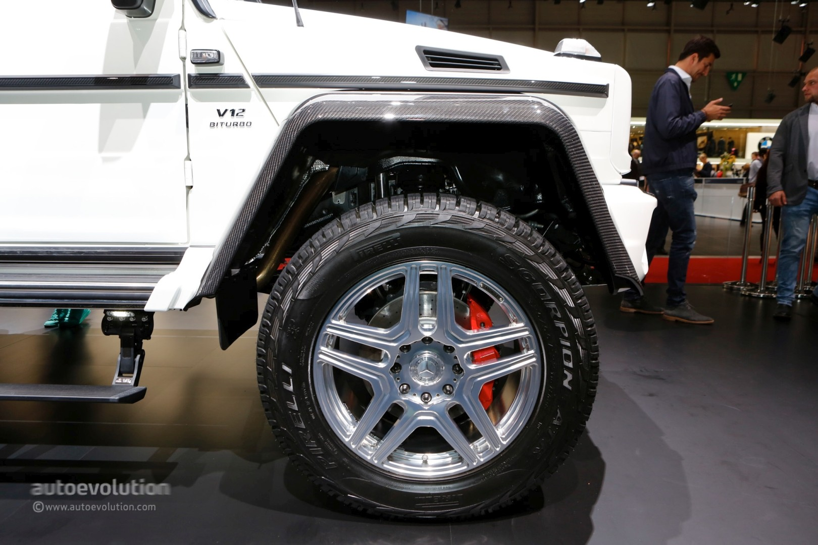 https://s1.cdn.autoevolution.com/images/news/gallery/one-example-of-the-2018-mercedes-maybach-g650-landaulet-is-heading-to-auction_8.jpg