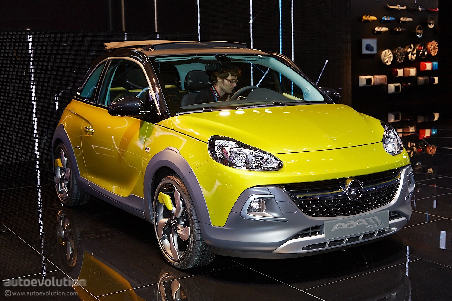opel adam rocks rolls its way to a geneva debut live photos autoevolution. Black Bedroom Furniture Sets. Home Design Ideas