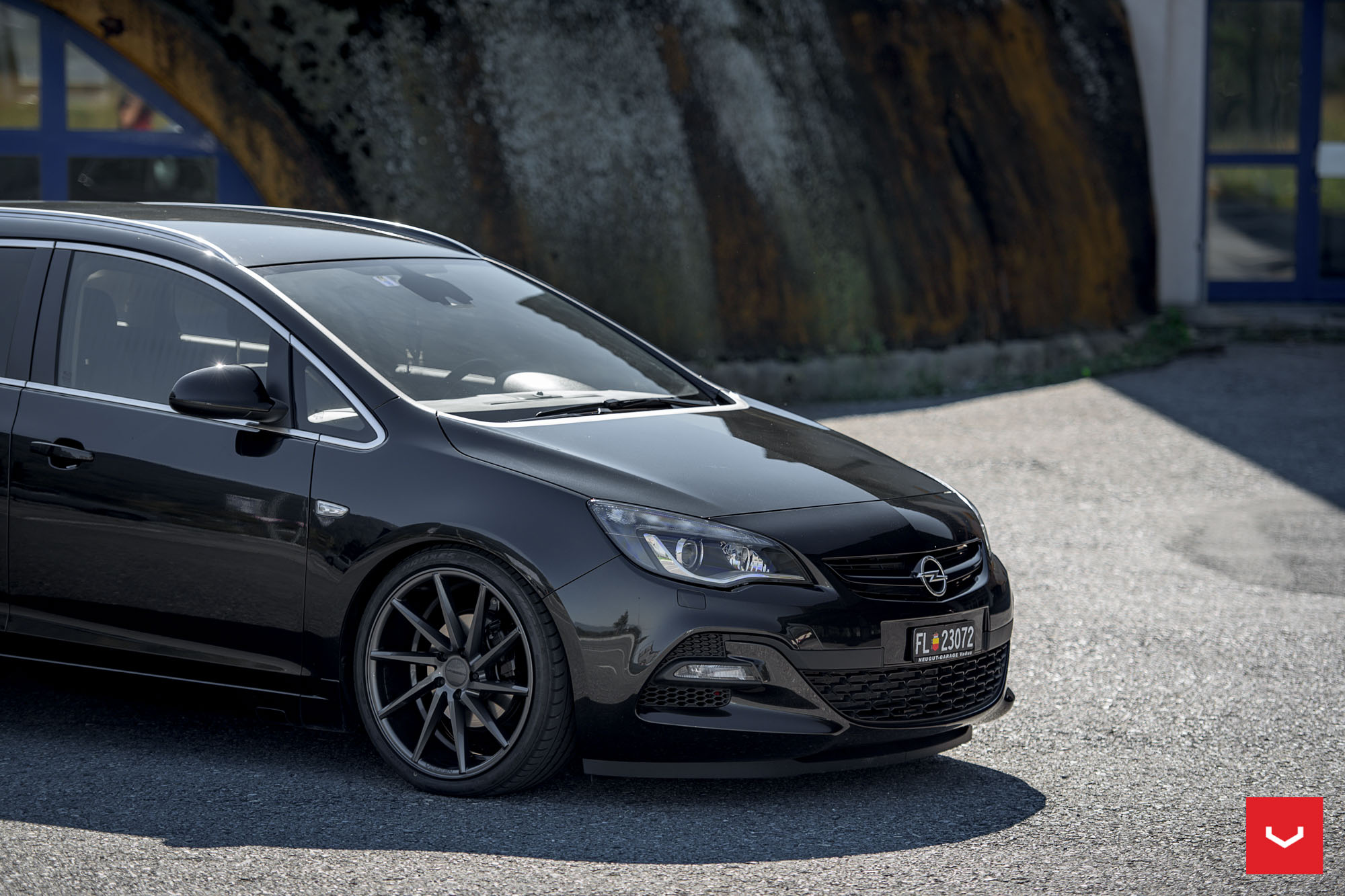 opel astra j wagon doubles its value with vossen cvt wheels autoevolution. Black Bedroom Furniture Sets. Home Design Ideas