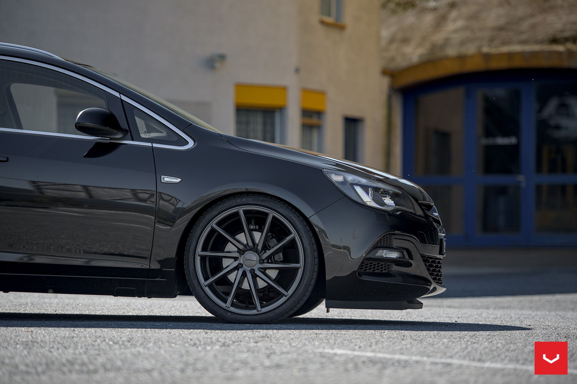 Range Rover Black >> Opel Astra J Wagon Doubles Its Value With Vossen CVT Wheels - autoevolution