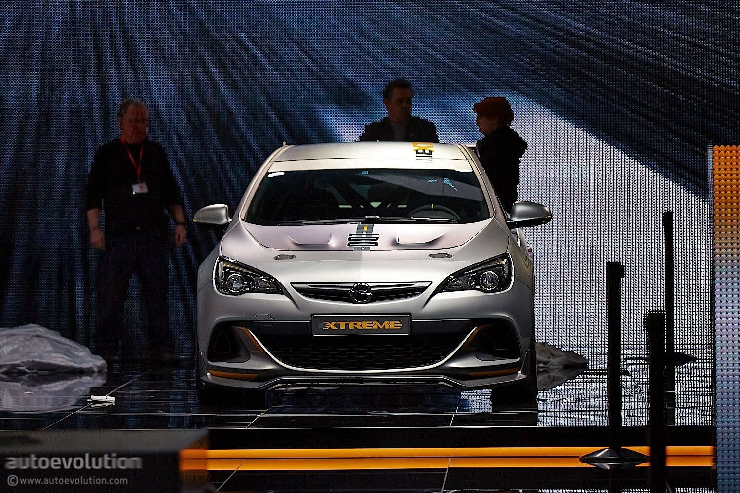 opel astra opc extreme brings its carbon fiber to geneva live photos autoevolution. Black Bedroom Furniture Sets. Home Design Ideas