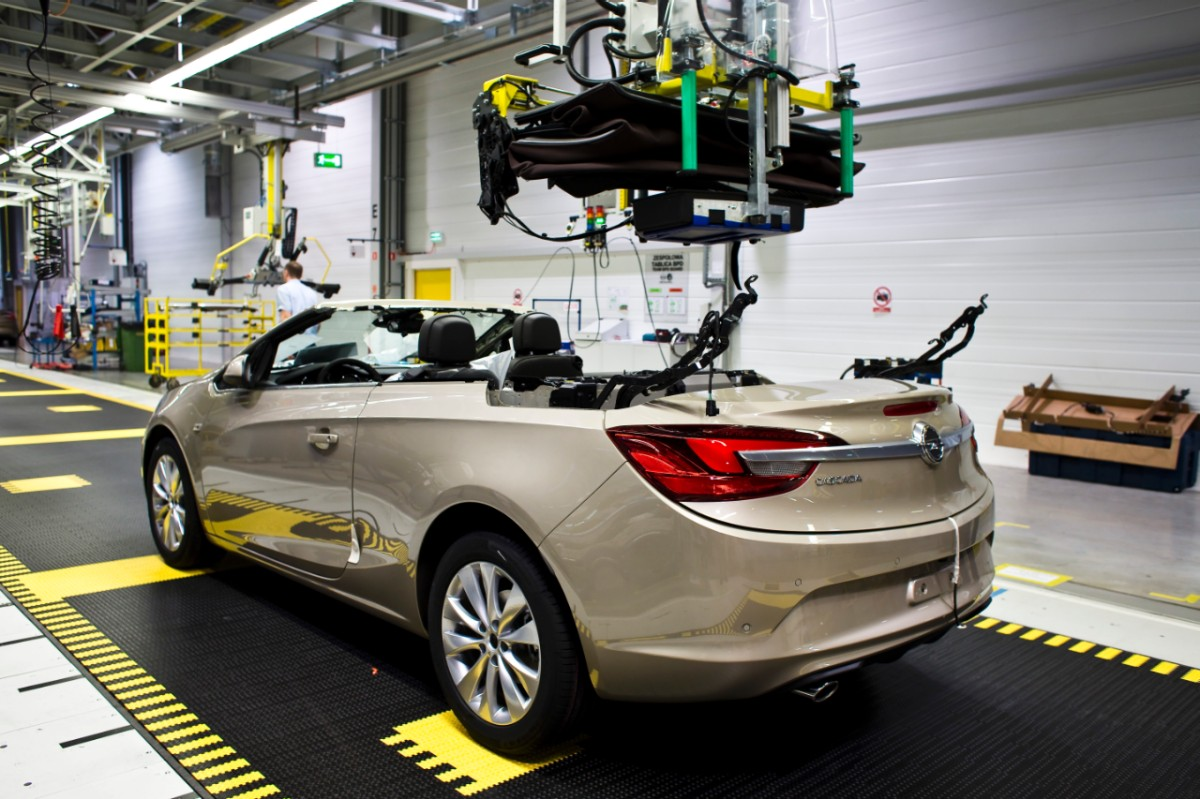 Gliwice Poland  city photos gallery : Opel Cascada Enters Production in Gliwice, Poland autoevolution