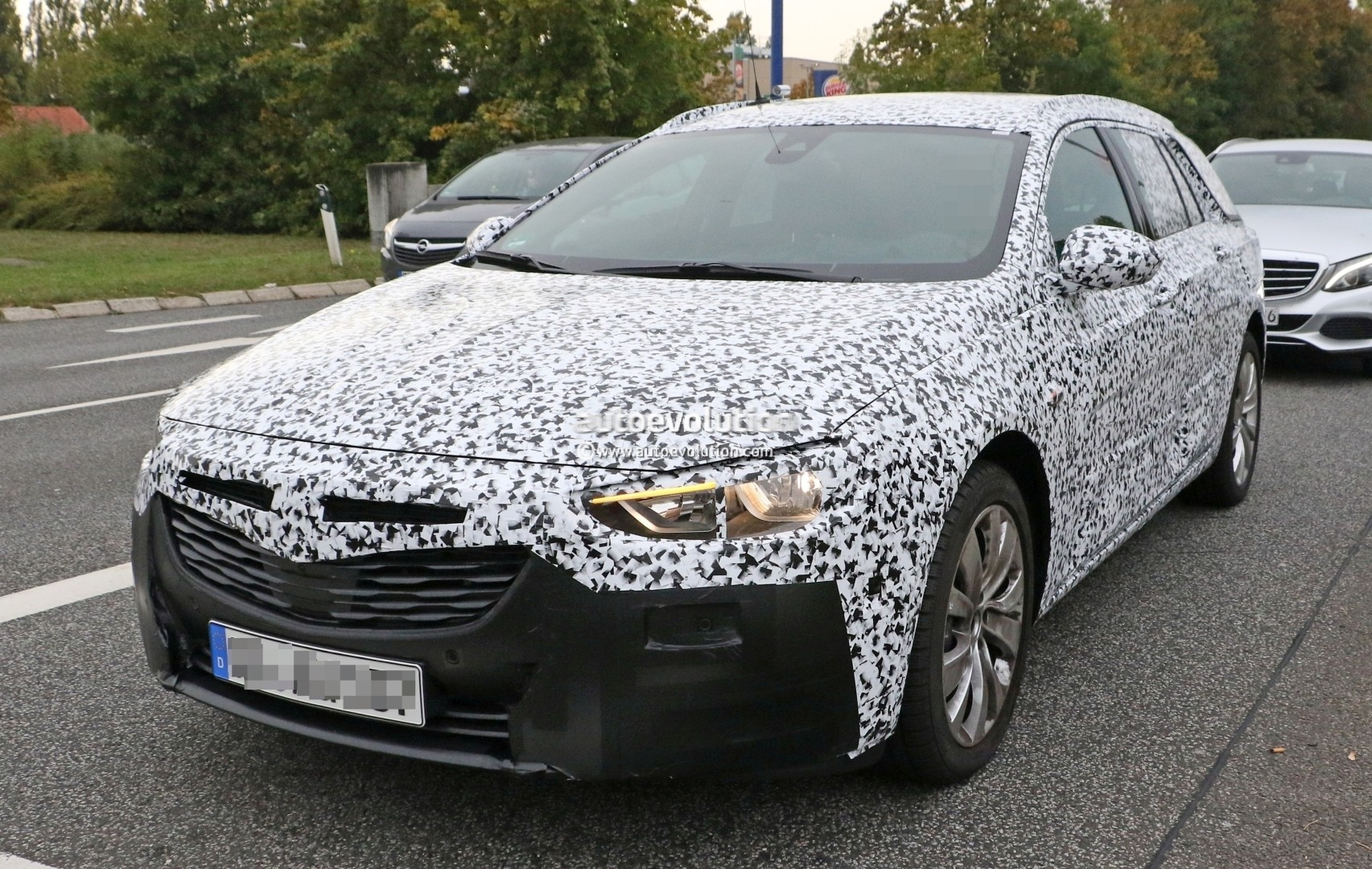 opel insignia grand sport tourer spied could hit us as. Black Bedroom Furniture Sets. Home Design Ideas