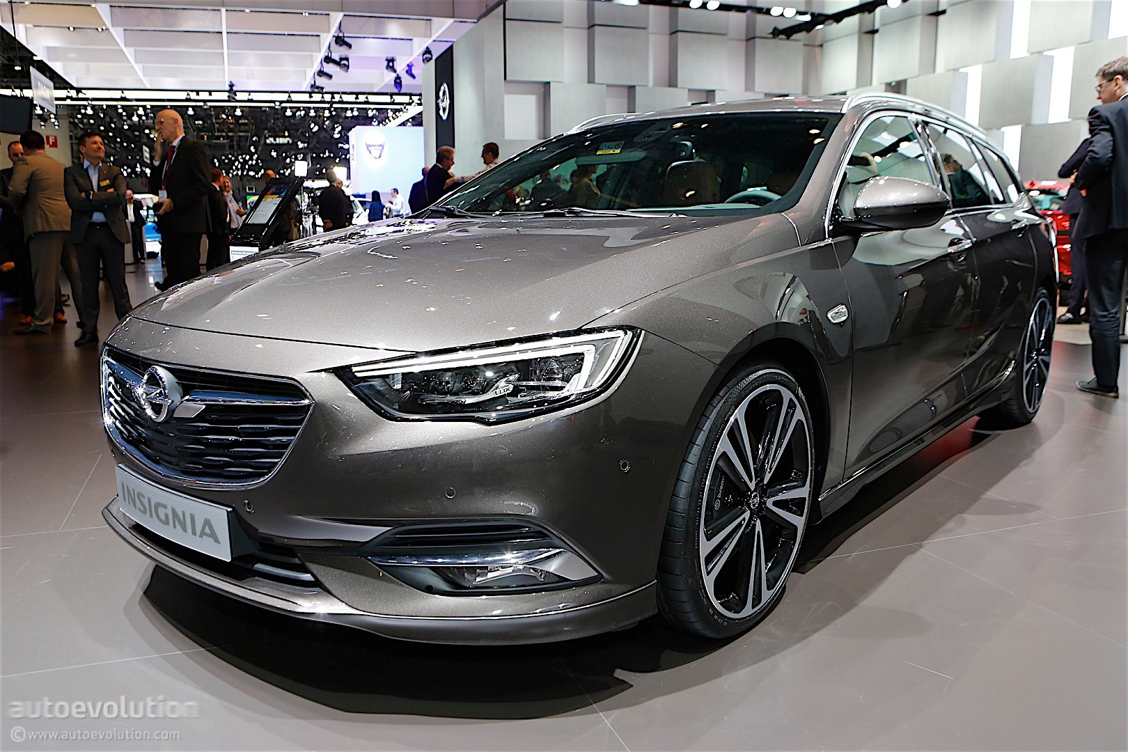 second generation opel insignia showcased in geneva its. Black Bedroom Furniture Sets. Home Design Ideas