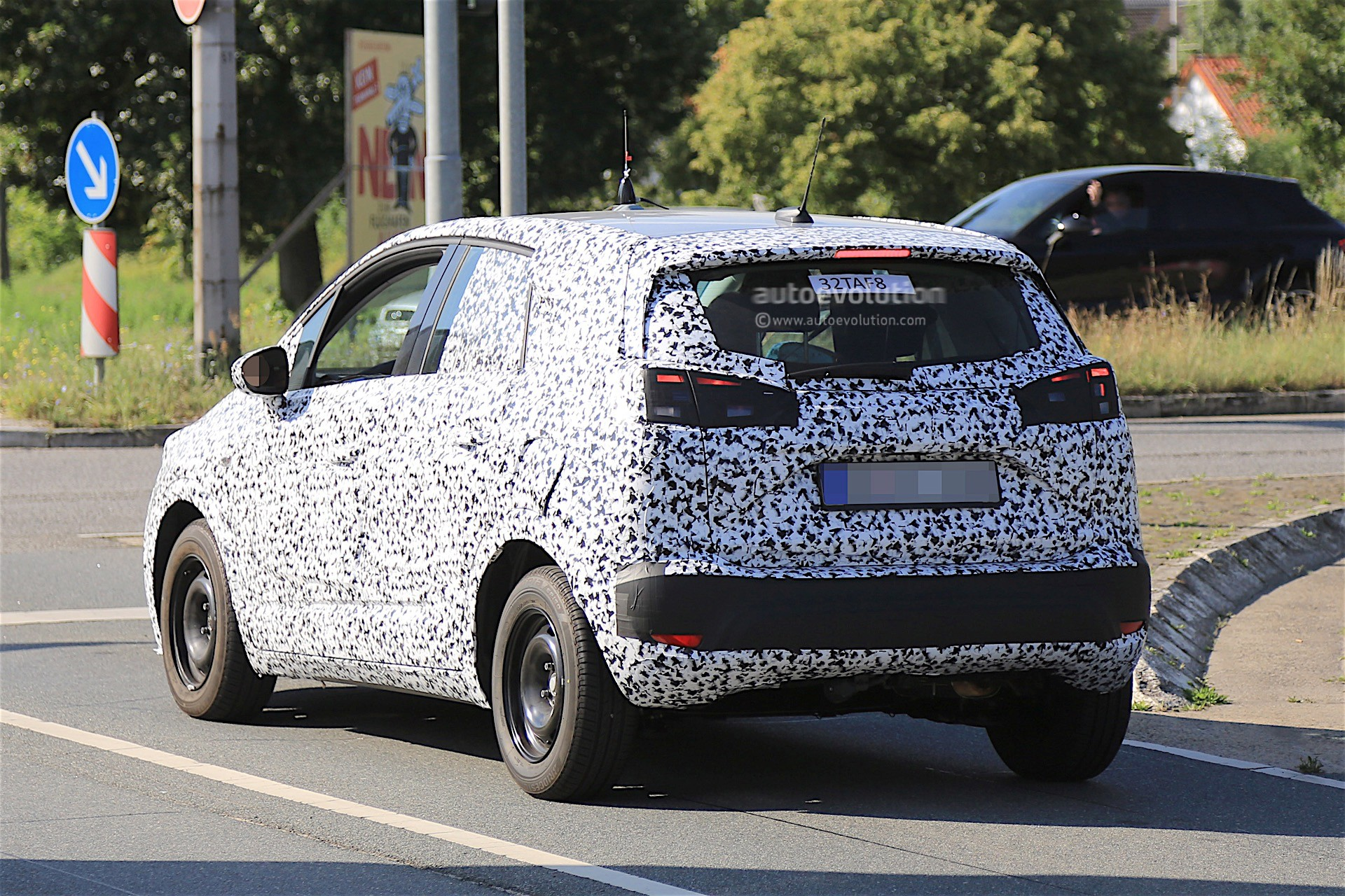 2017 opel meriva spied in front of opel headquarters still covered in camo autoevolution. Black Bedroom Furniture Sets. Home Design Ideas
