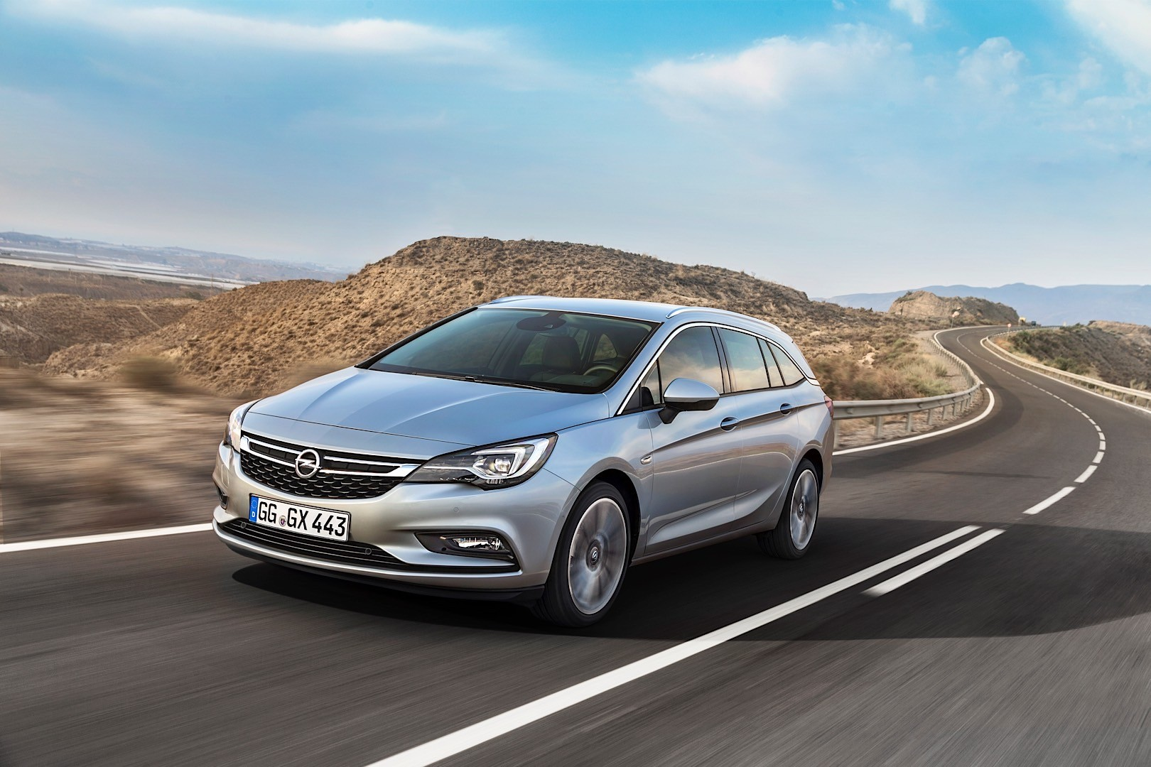 opel unveils the 2015 astra sports tourer comes with up to 200 horsepower autoevolution. Black Bedroom Furniture Sets. Home Design Ideas