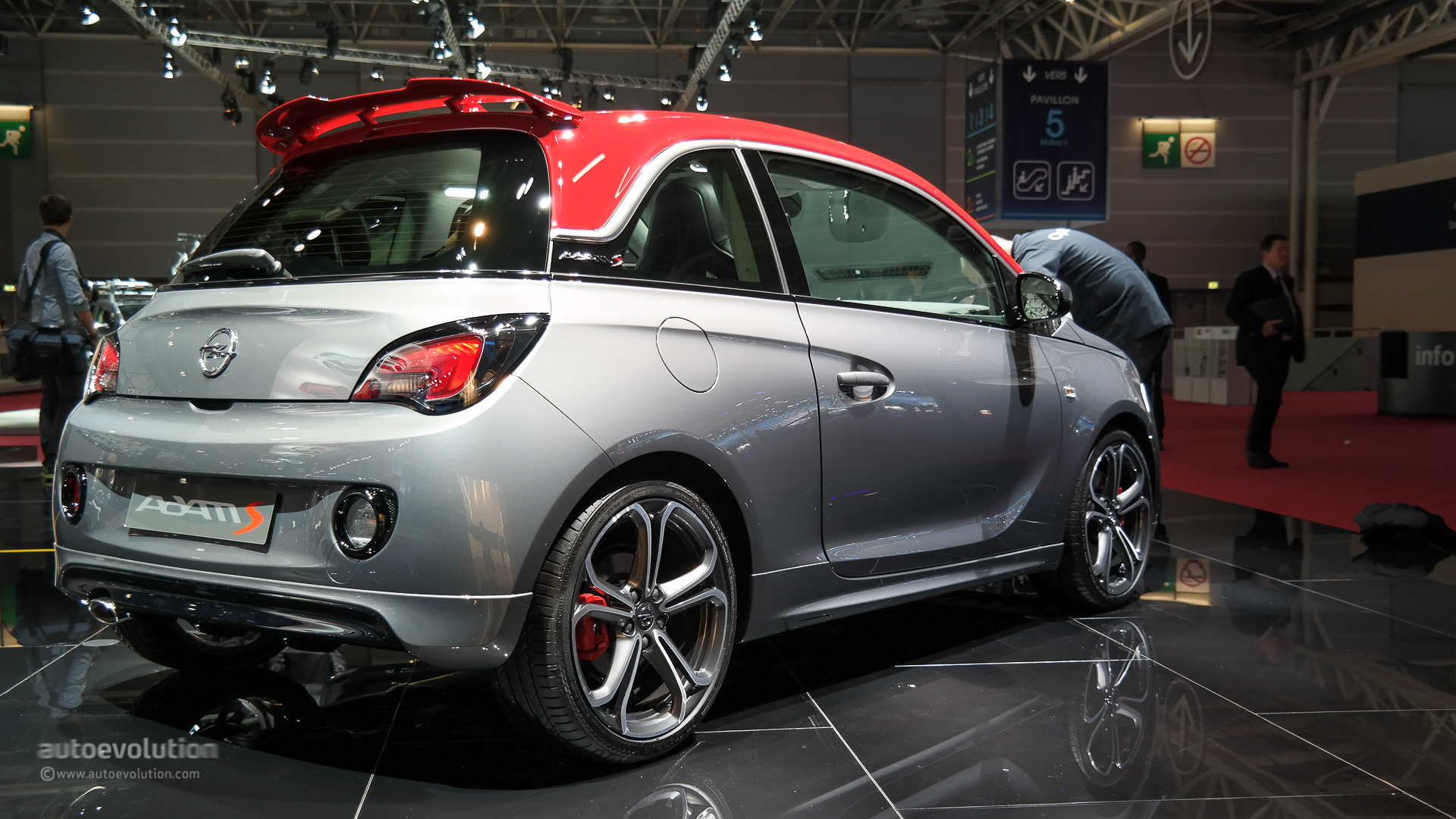 opel vauxhall adam s debuts in paris small in size big. Black Bedroom Furniture Sets. Home Design Ideas