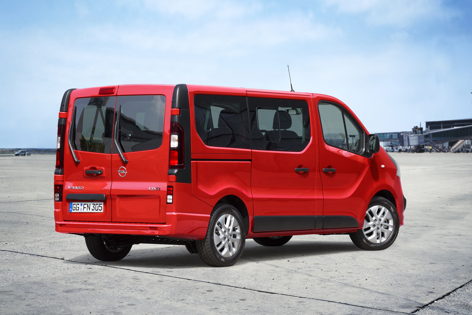 opel vivaro b combi variant detailed priced from 30 327 in germany autoevolution. Black Bedroom Furniture Sets. Home Design Ideas
