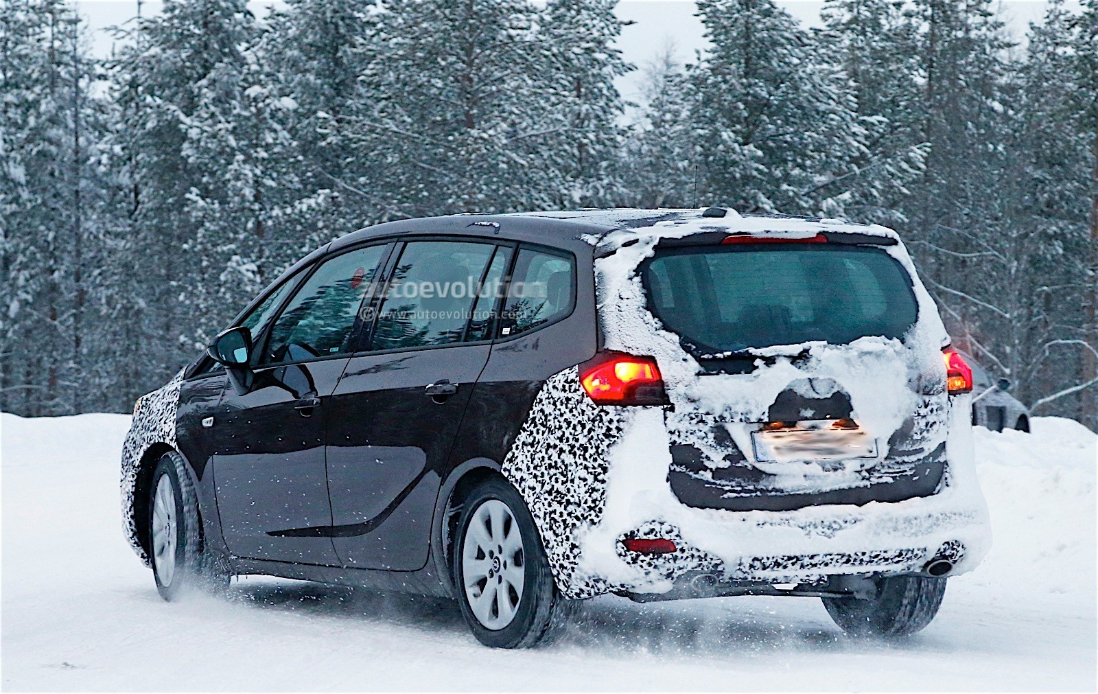 2017 opel zafira facelift spied with less camouflage. Black Bedroom Furniture Sets. Home Design Ideas