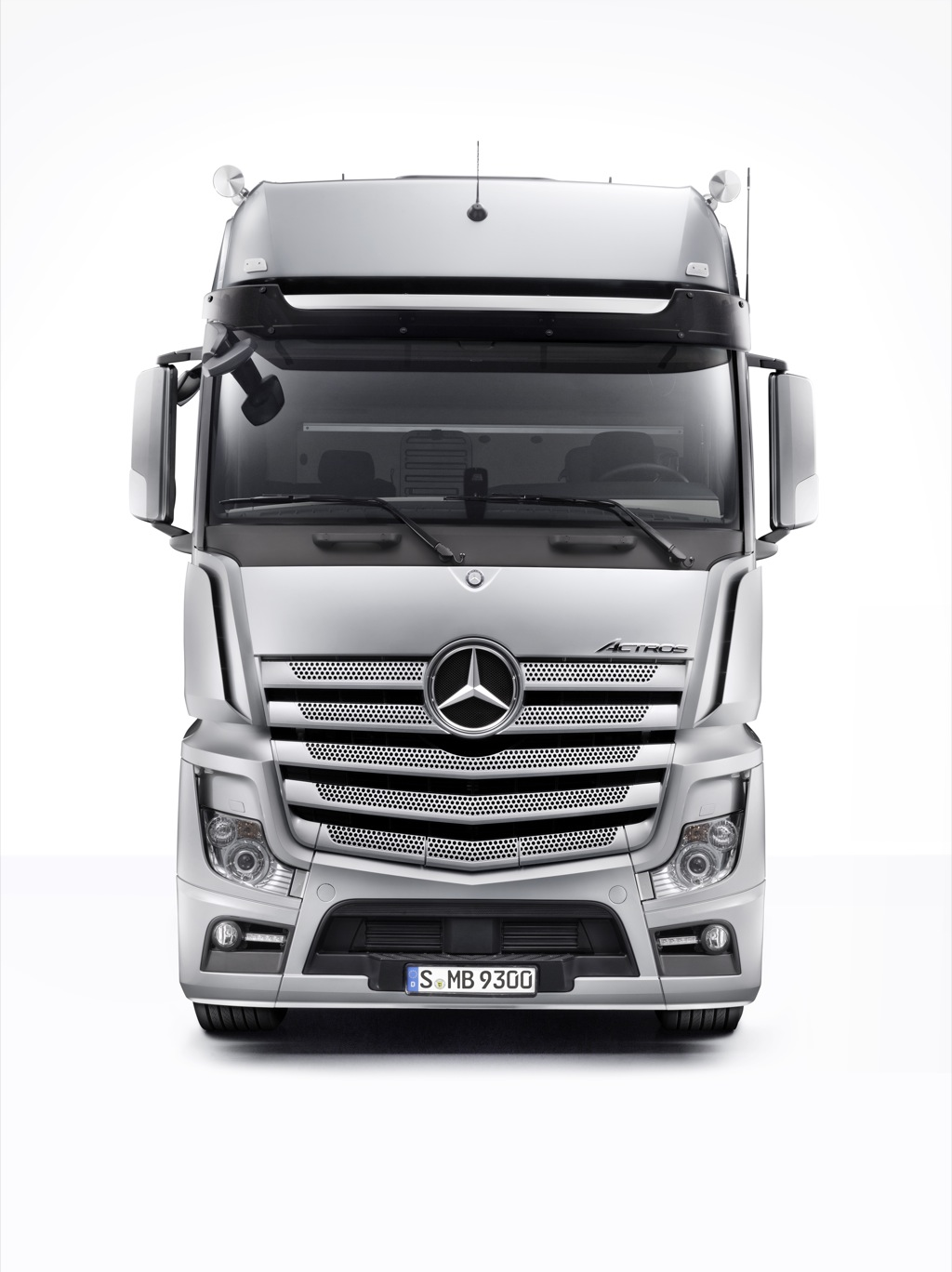 Update orders open for the new long distance mercedes for The new mercedes benz truck