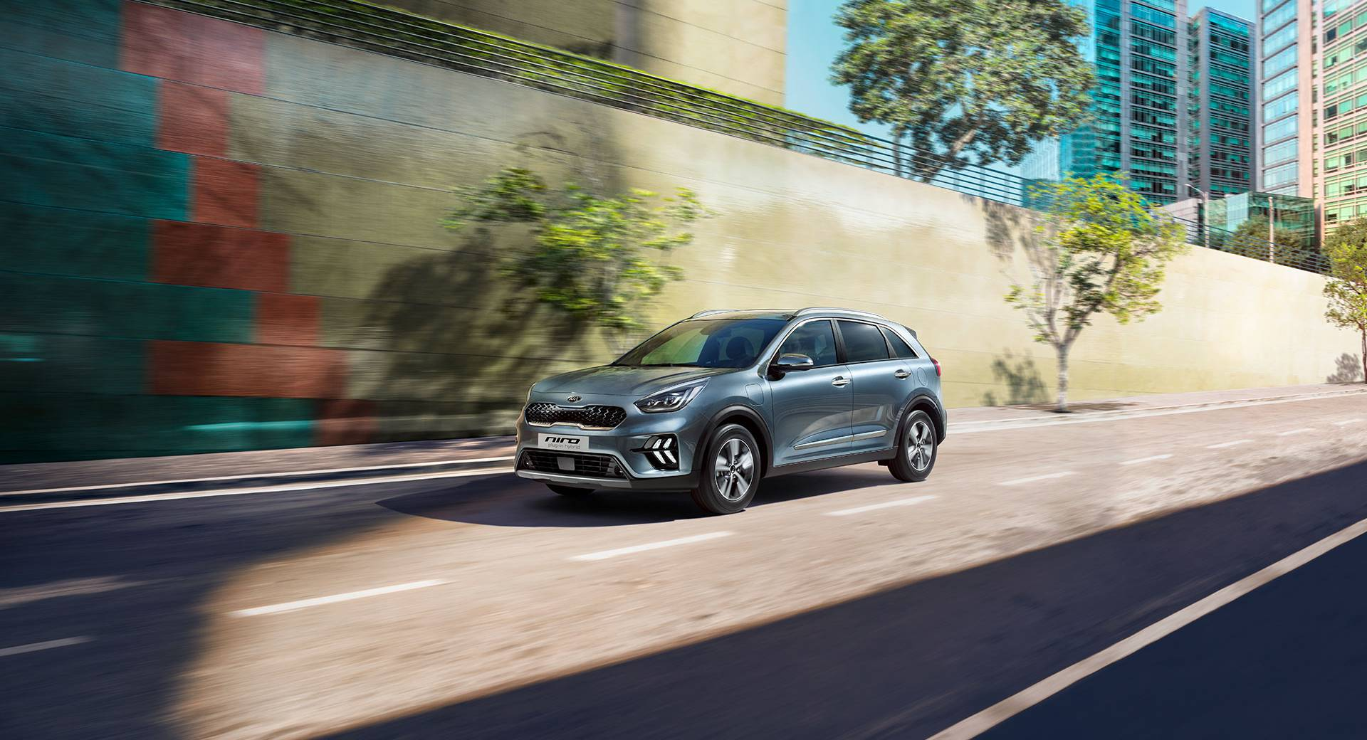 Kia Niro Hybrid Makes Awful Noise While Creeping Forward in Review