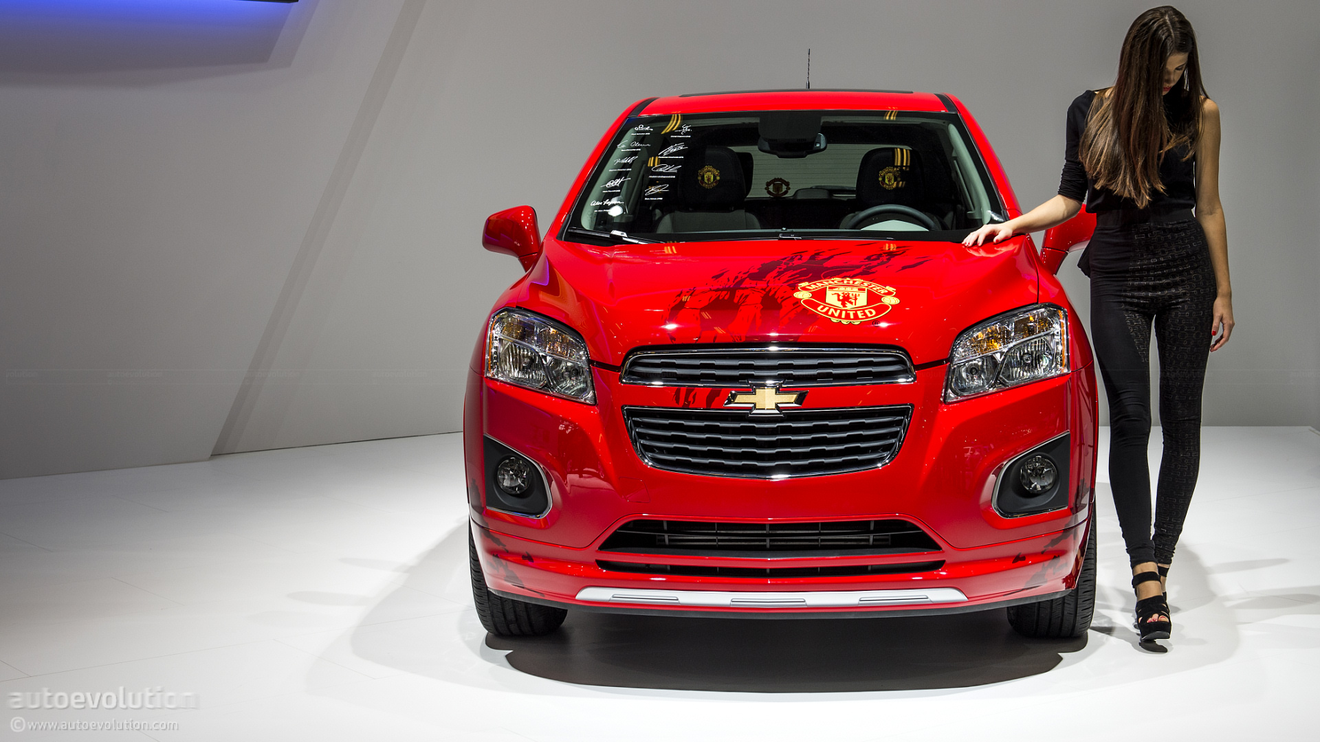 Paris 2012 Chevrolet Trax in Manchester United Theme Live Photos