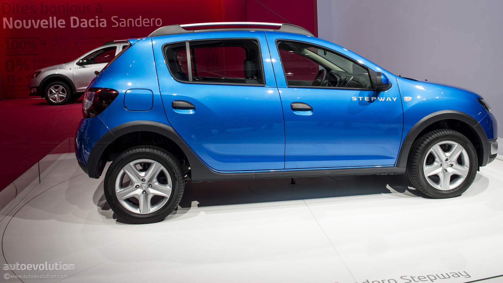 paris 2012 dacia sandero stepway live photos. Black Bedroom Furniture Sets. Home Design Ideas
