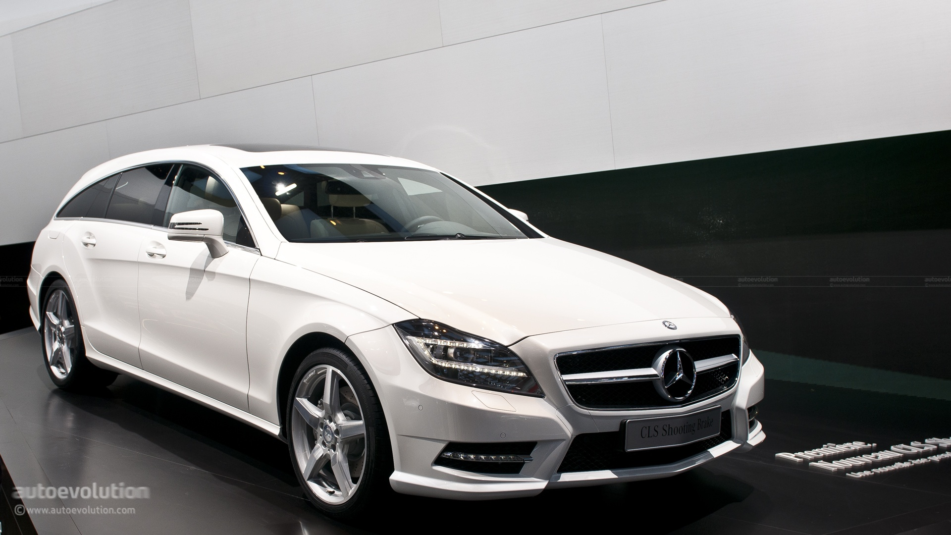paris 2012 mercedes cls shooting brake live photos. Black Bedroom Furniture Sets. Home Design Ideas