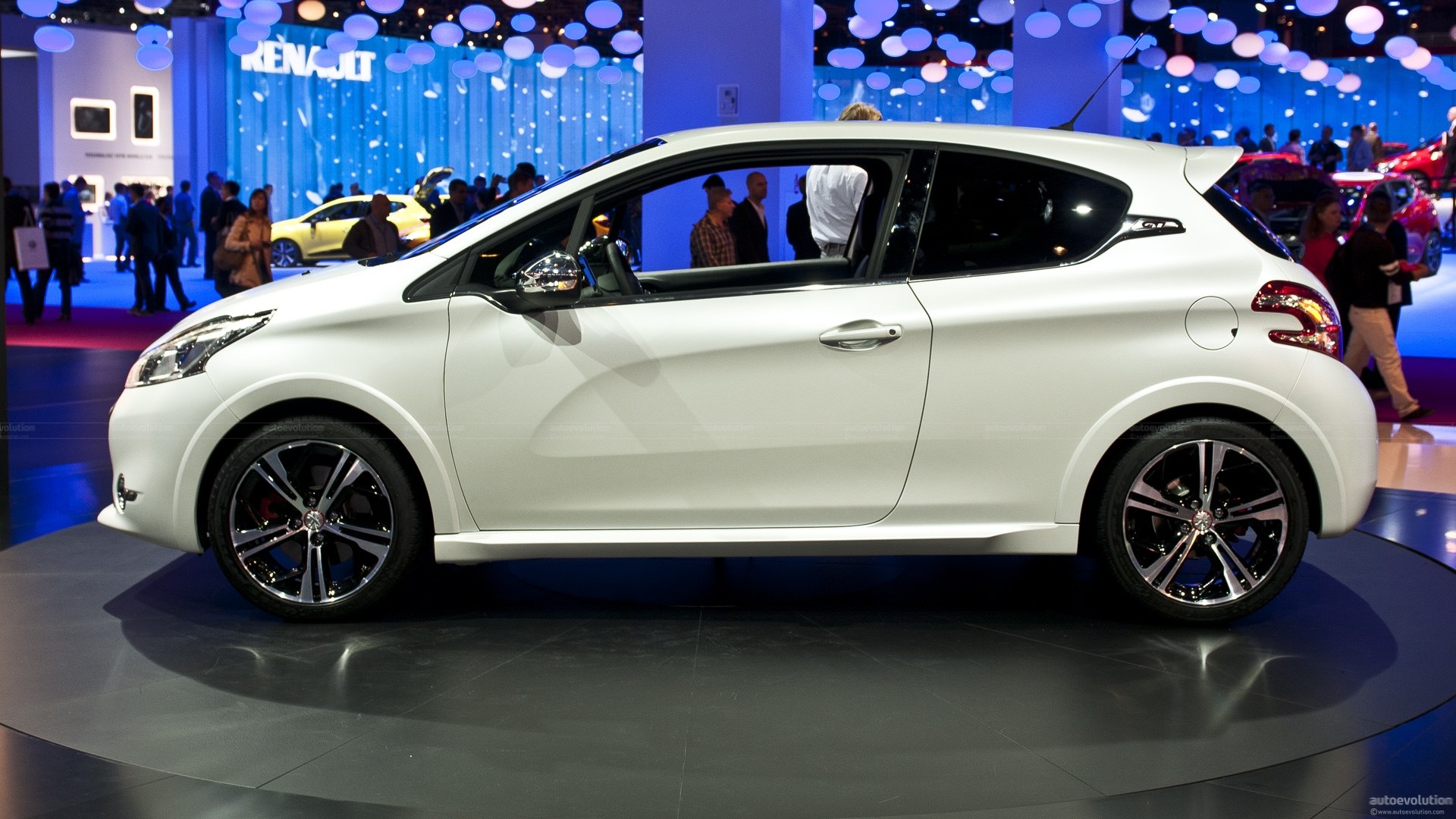paris-2012-peugeot-208-gti-live-photos_1.jpg